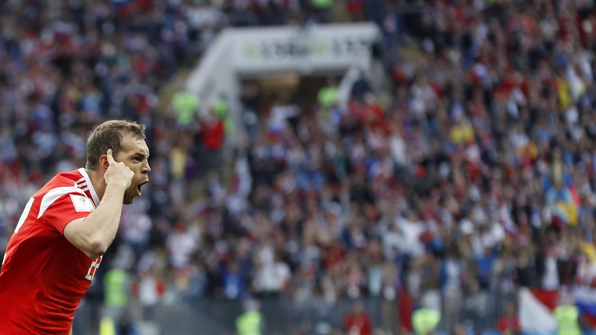 Artyom Dzyuba marcó de cabeza el 3 a 0 a favor de Rusia (AP Photo/Pavel Golovkin)