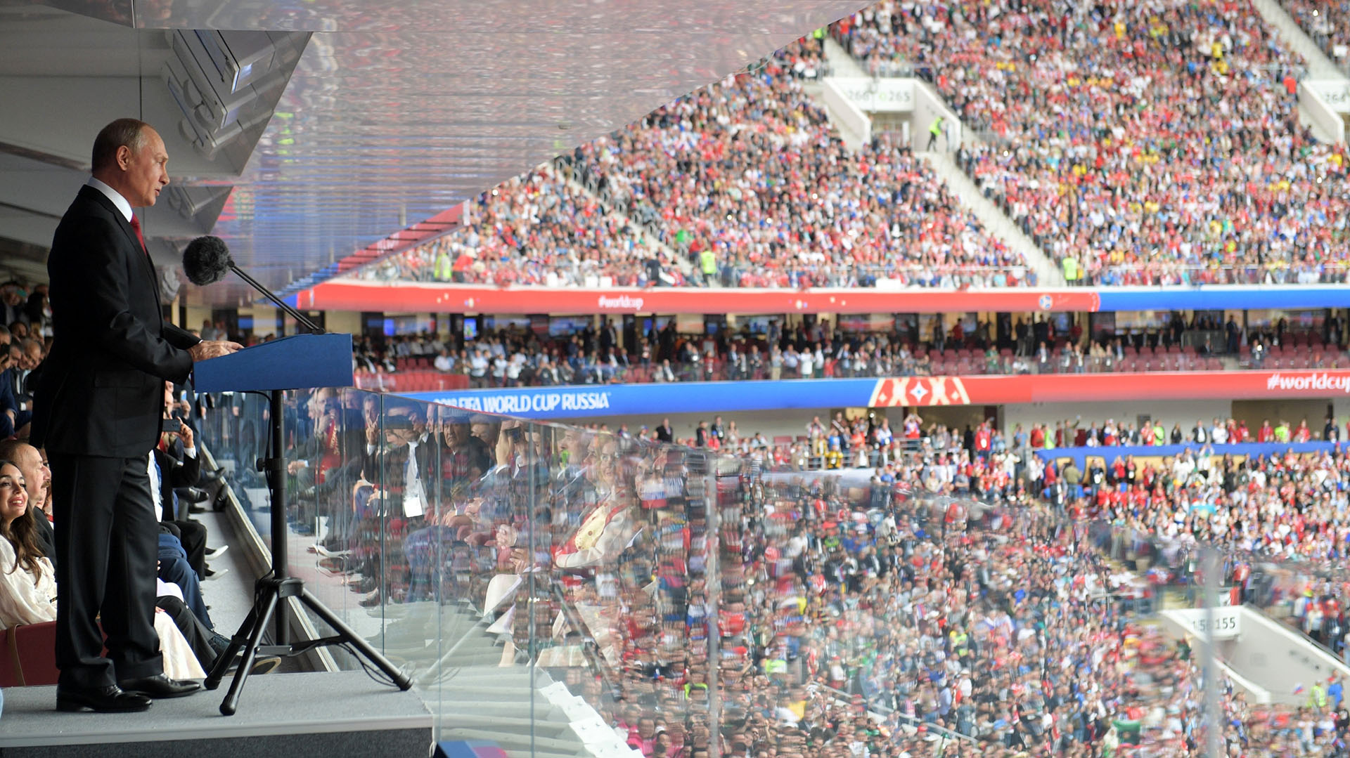 Vladimir Putin, durante su discurso antes del partido en un estadio repleto (Alexei Druzhinin, Sputnik, Kremlin Pool Photo via AP)