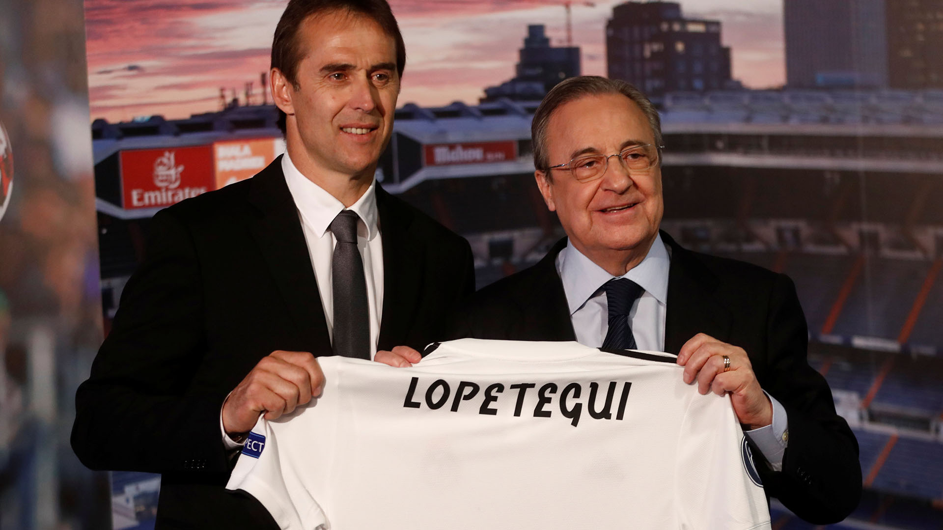 Julen Lopetegui y Florentino Pérez diagraman los últimos movimientos del Real Madrid en el mercado de pases (REUTERS/Juan Medina)