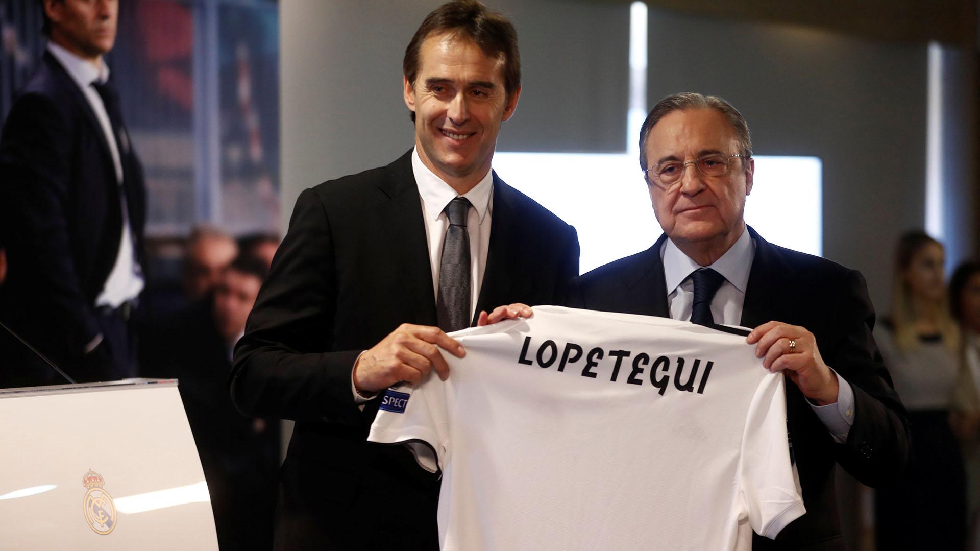 Julen Lopetegui, en el Santiago Bernabéu, al ser oficializado como entrenador del Real Madrid por Florentino Pérez, el pasado 14 de junio(REUTERS)