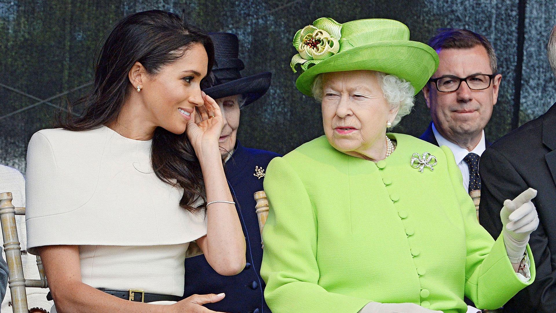 Un gesto que rápidamente la monarca le pidió corregir