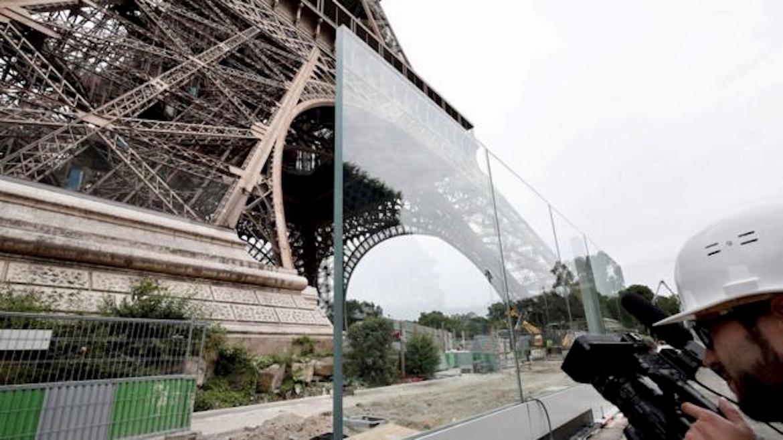 Tras los atentados terroristas ocurridos en Francis, en 2018 el perímetro de la torre fue rodeado de vidrios antibalas y rejas para reforzar la protección del monumento y sus visitantes