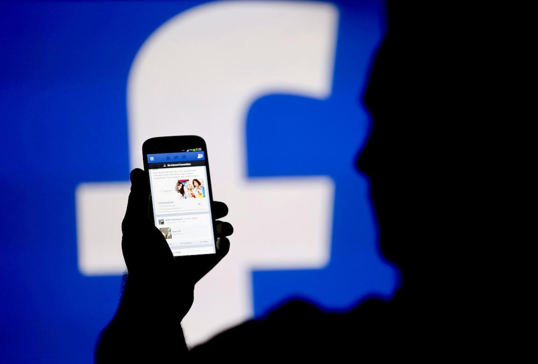 Como empresa que cotiza en bolsa, Facebook tenía la responsabilidad de informar a sus inversores sobre el abuso de datos de 87 millones de usuarios. (Dado Ruvic/Reuters)