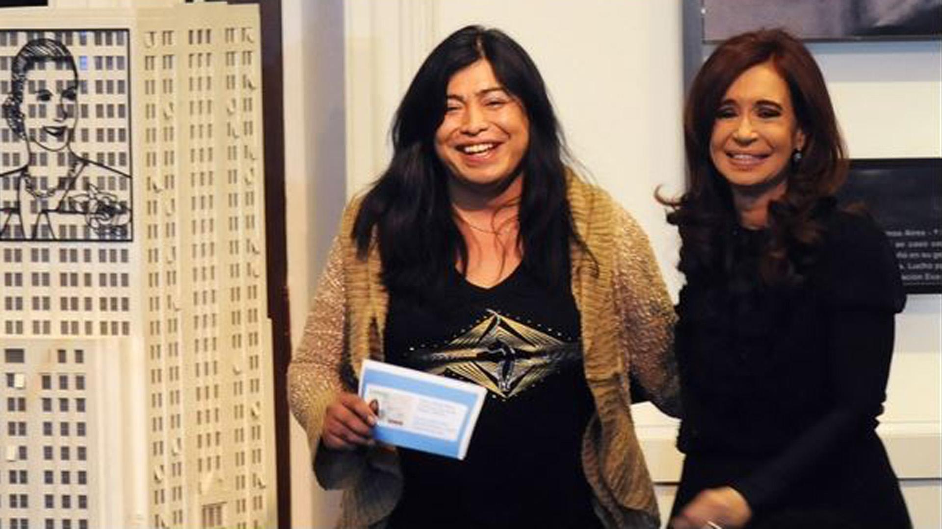 Diana Sacayán en el acto oficial donde recibió su DNI con la nueva identidad de género.