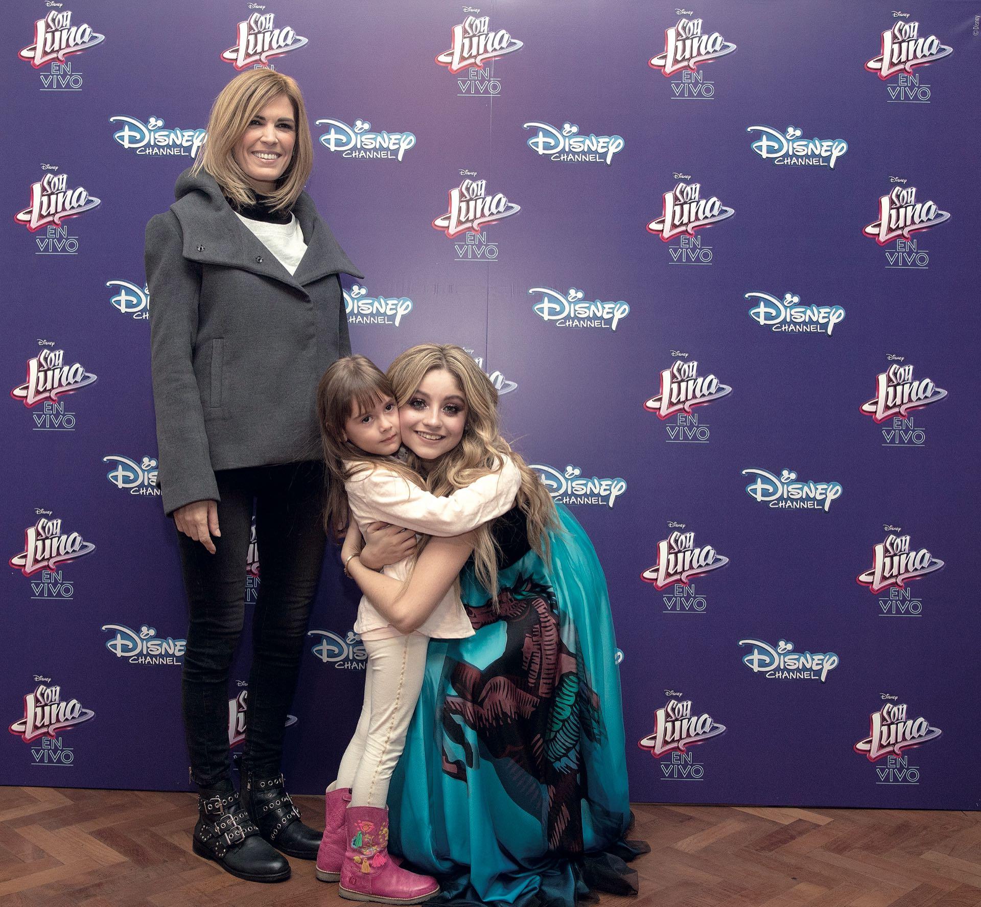 Karol Sevilla junto a Viviana Canosa y su hija Martina