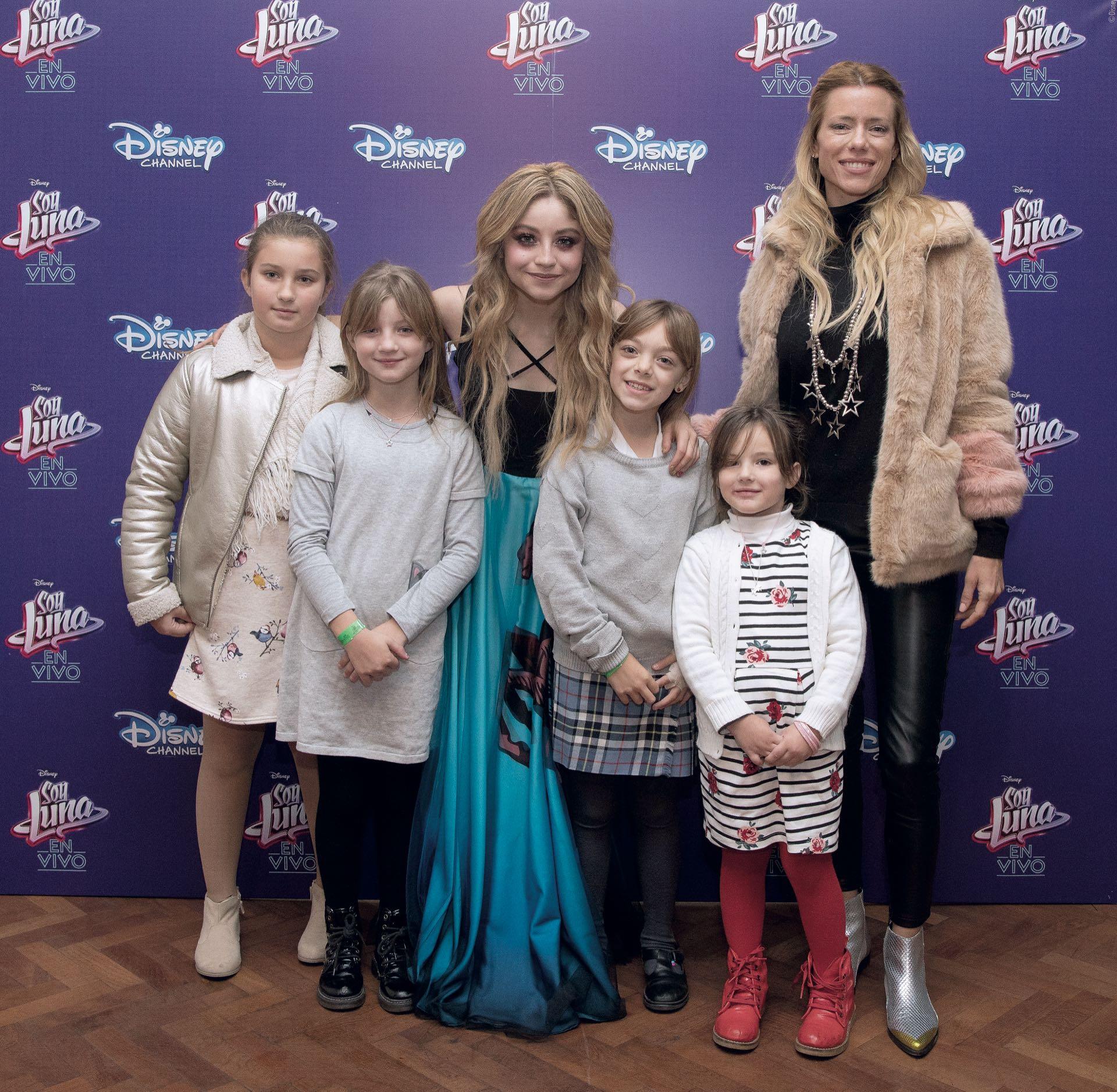 Karol Sevilla junto a Nicole Neumann y sus hijas: Indiana, Allegar y Sienna y una amiguita.