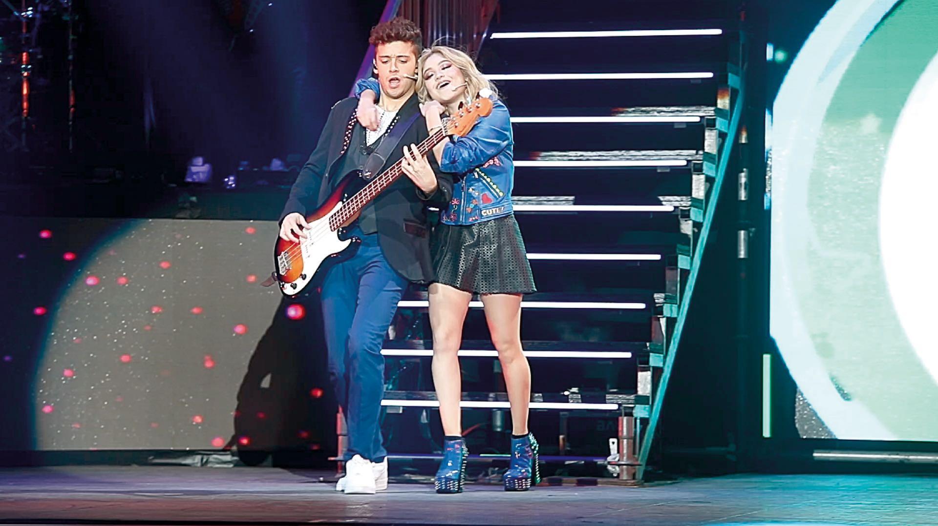 Karol Sevilla sobre el escenario del Luna Park