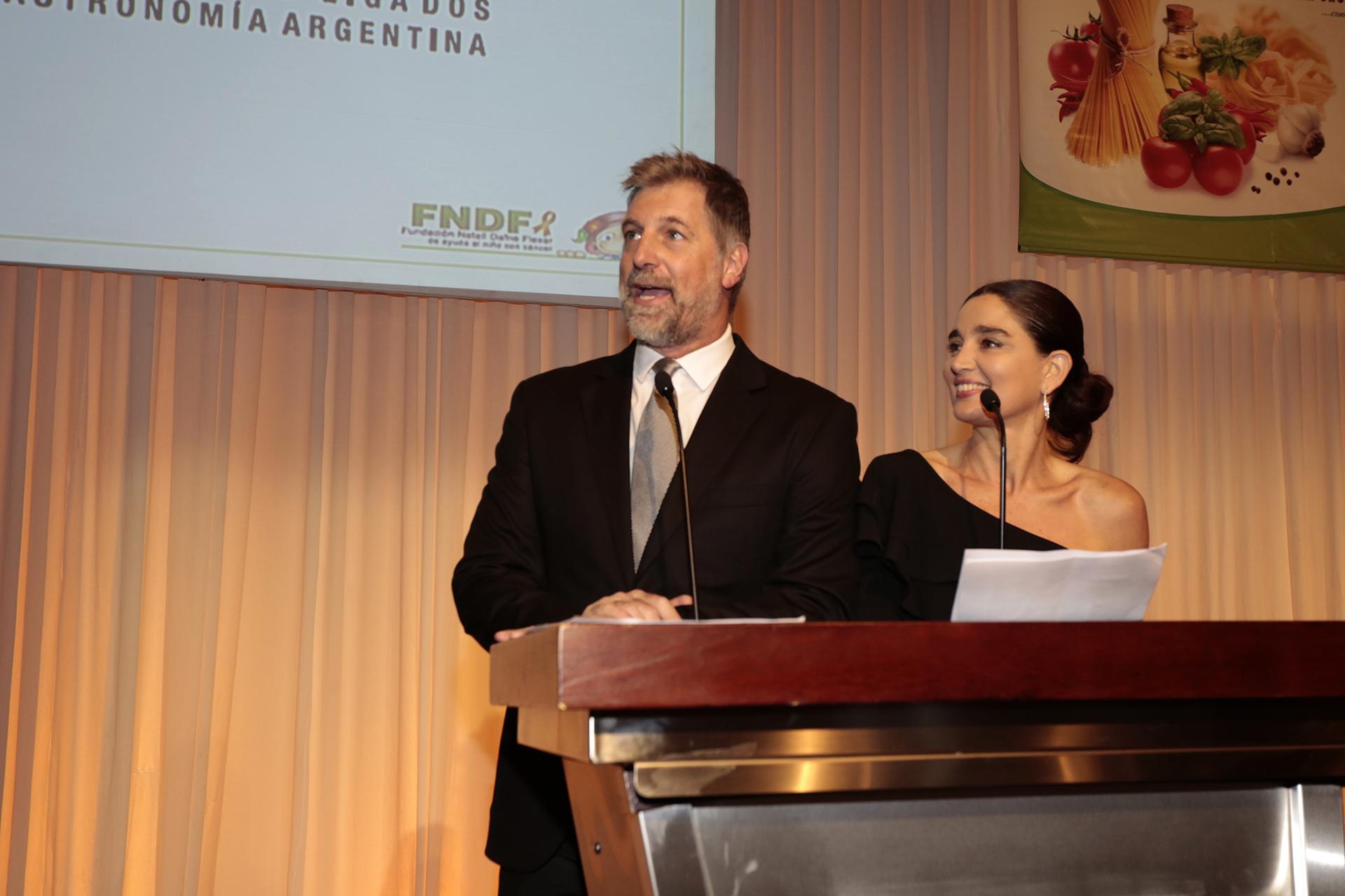 Horacio Cabak y Verónica Varano, los conductores de la velada