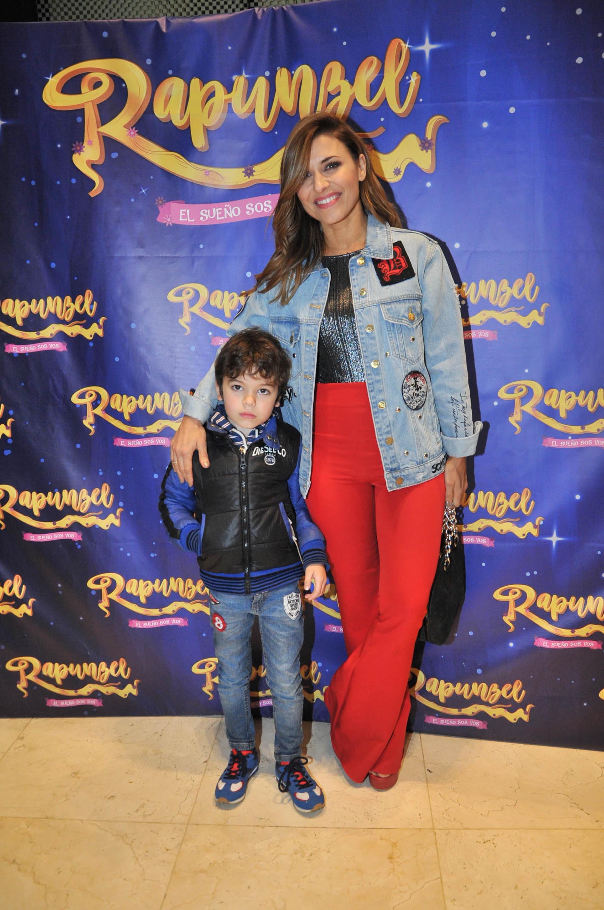 Mariana Brey con su hijo, Luca
