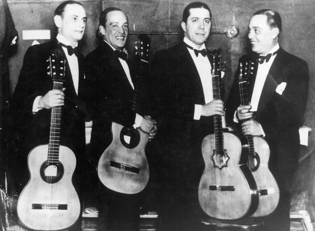 Carlos Gardel con sus guitarristas