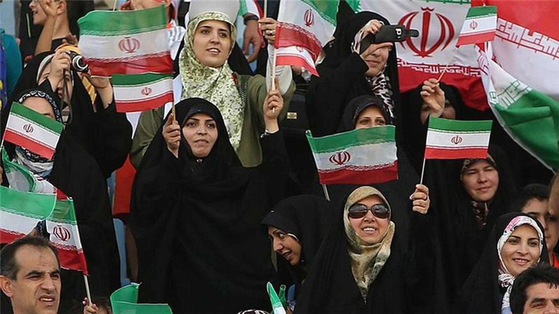 Las fanáticas de Irán pretenden su lugar en los estadios