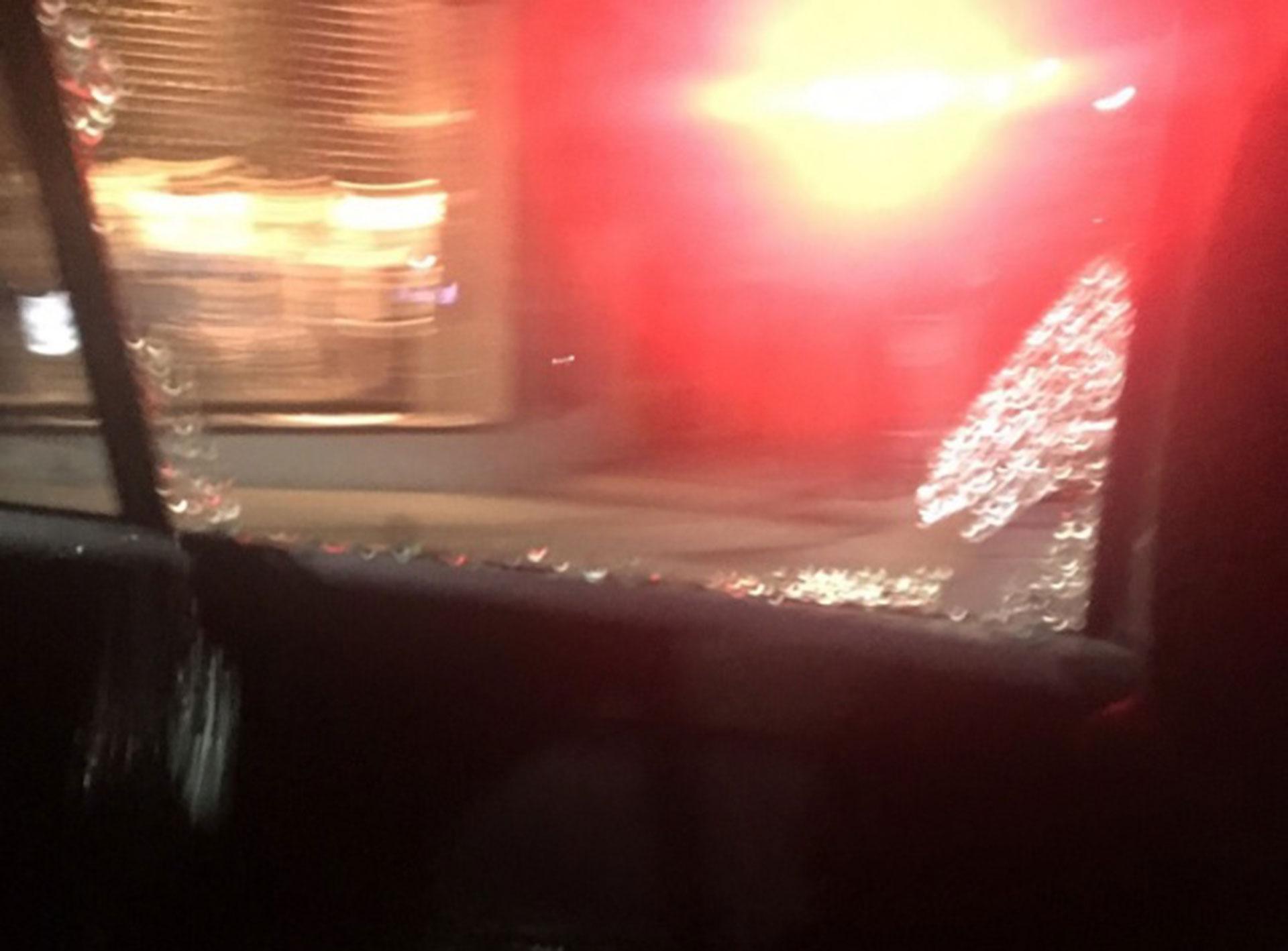 Un taxista disparó contra una pasajera de otro auto