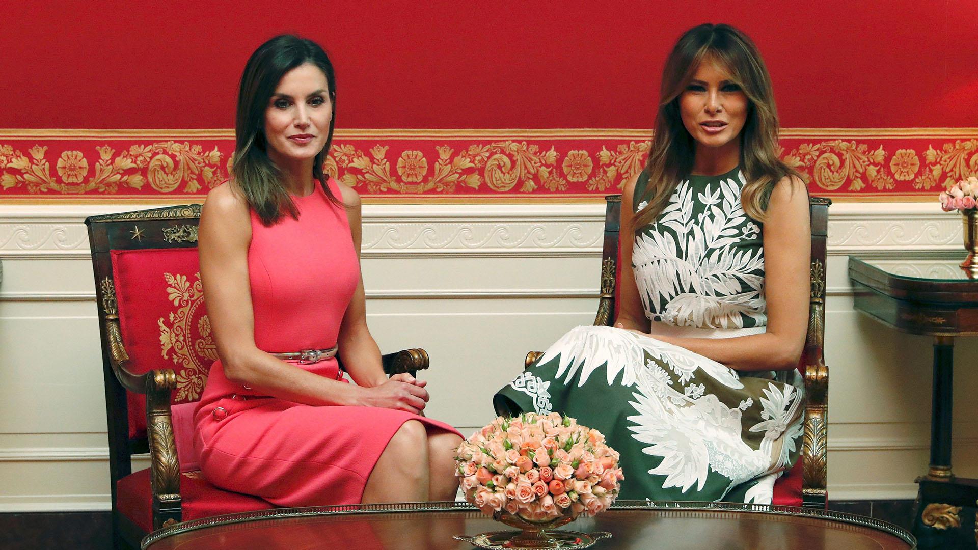 La primera dama y la reina se desplazaron al salón rojo para tomar un té y conversar