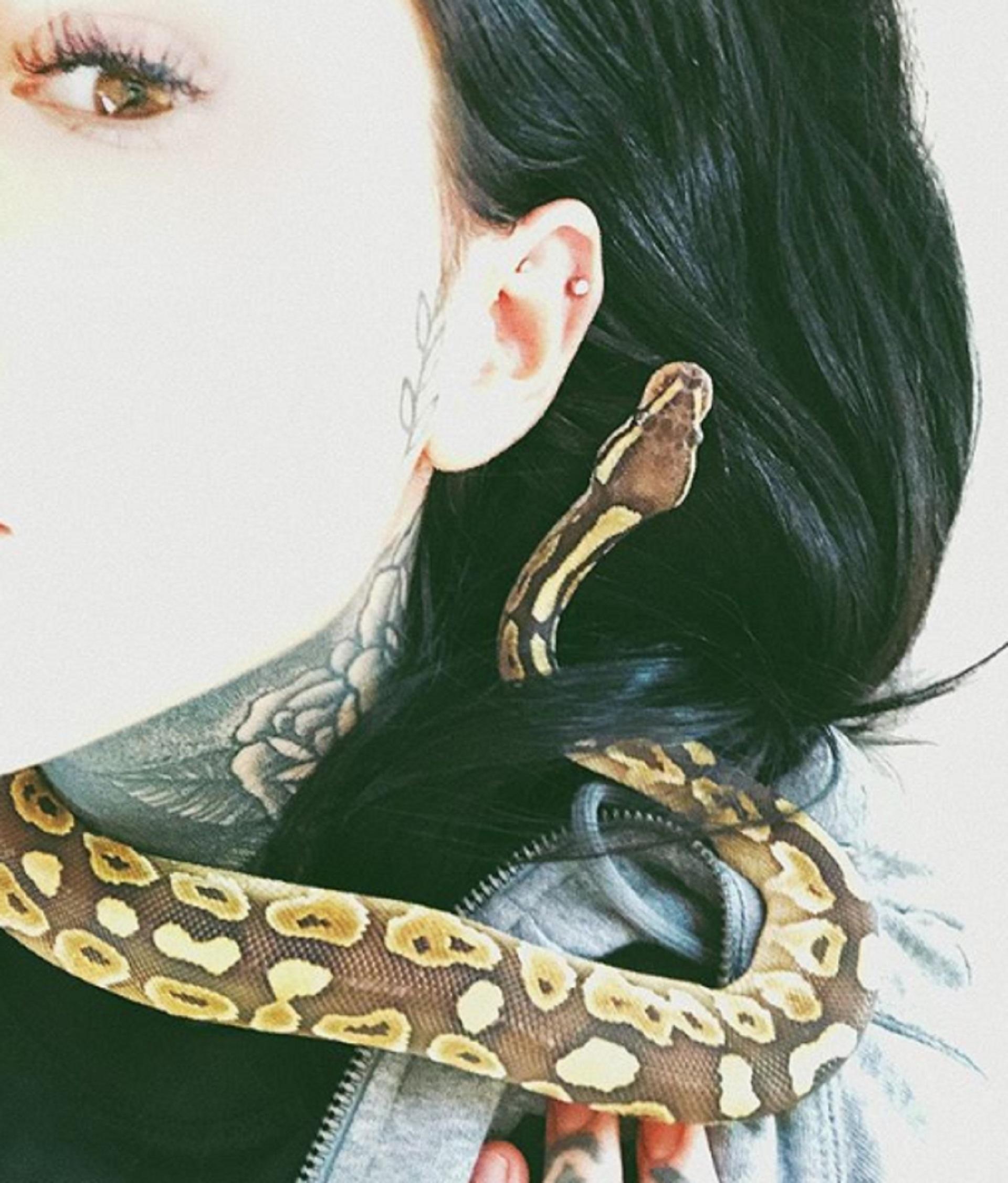 """Cande Tinelli tiene un pequeña serpiente como su nueva mascota exótica. La hija del conductor de """"ShowMatch"""" siempre sorprende con sus excentricidades"""