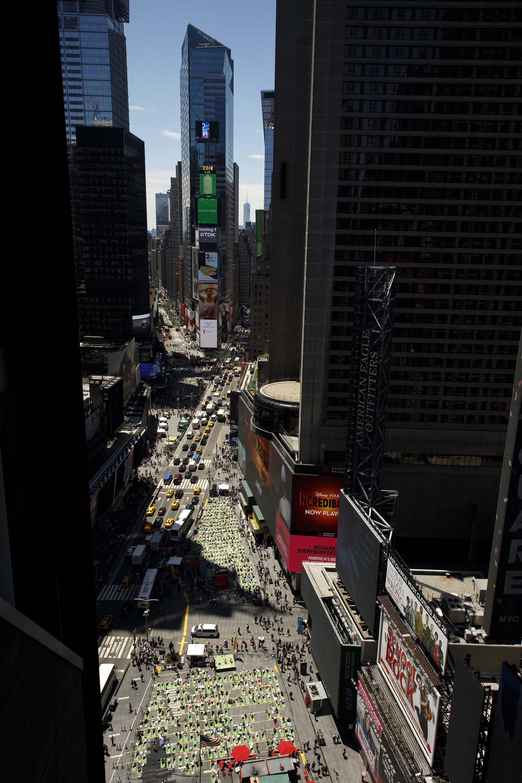 La clase masiva se celebró en el día del solsticio de verano (Drew Angerer/Getty Images/AFP)