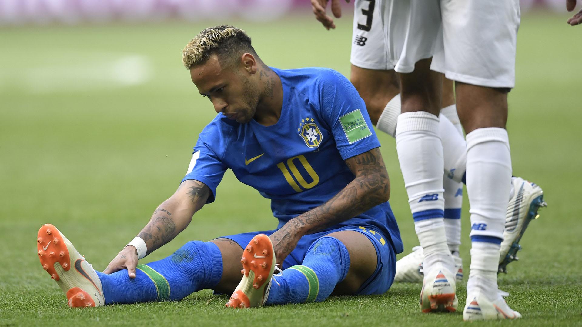 Neymar tuvo un gran duelo con el árbitro