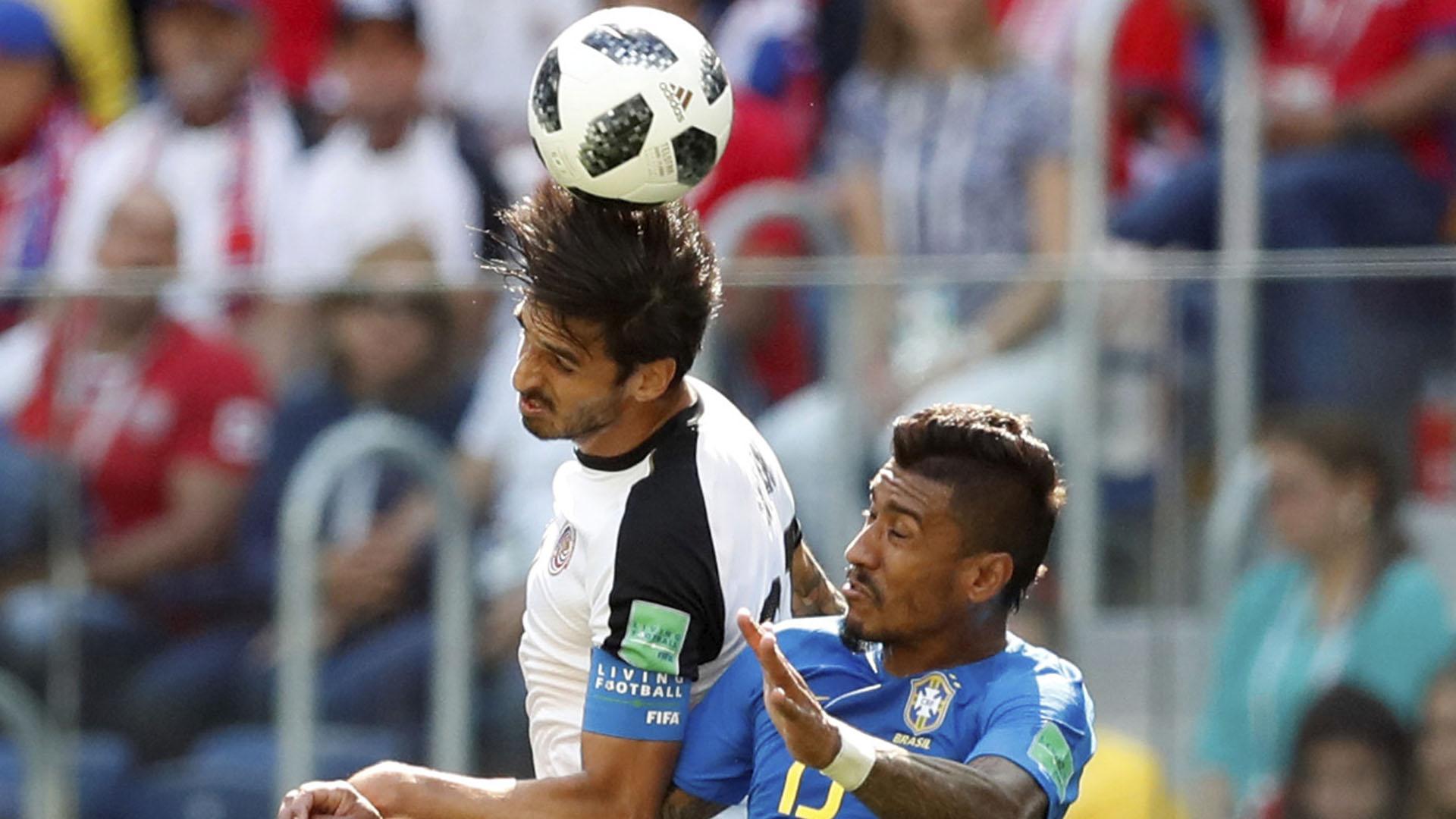 Paulinho luchando con Ruiz