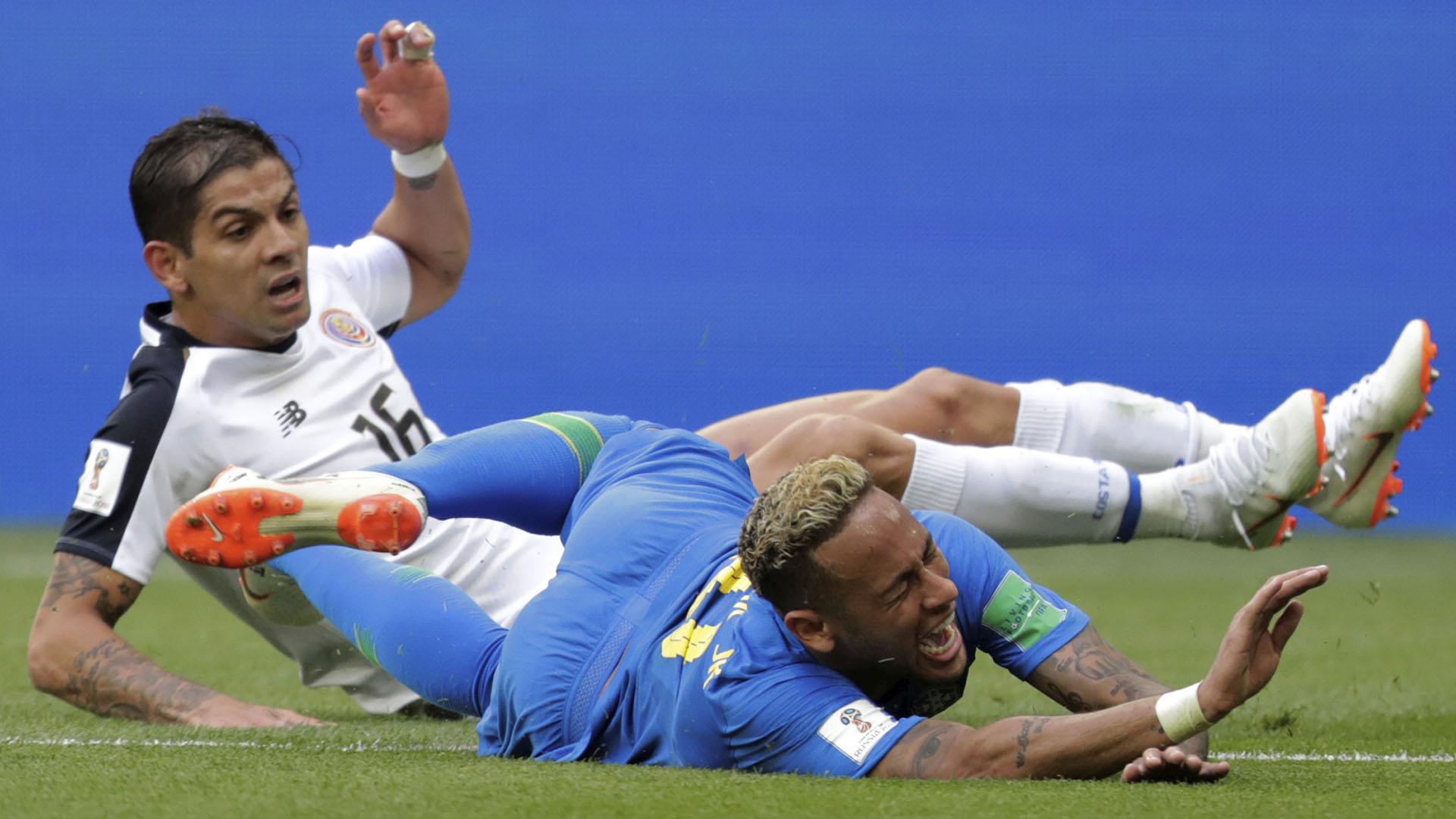 Neymar fue víctima de algunas faltas