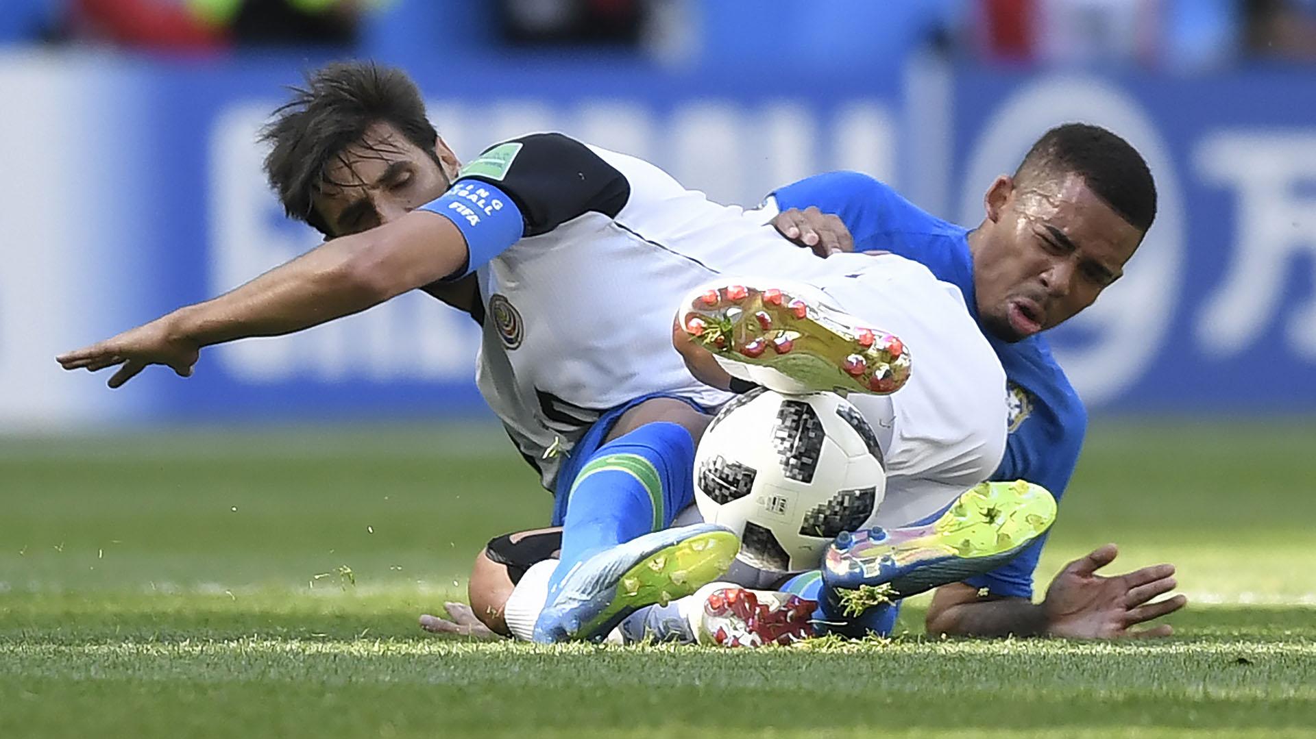 Brasil superó 2-0 a Costa Rica