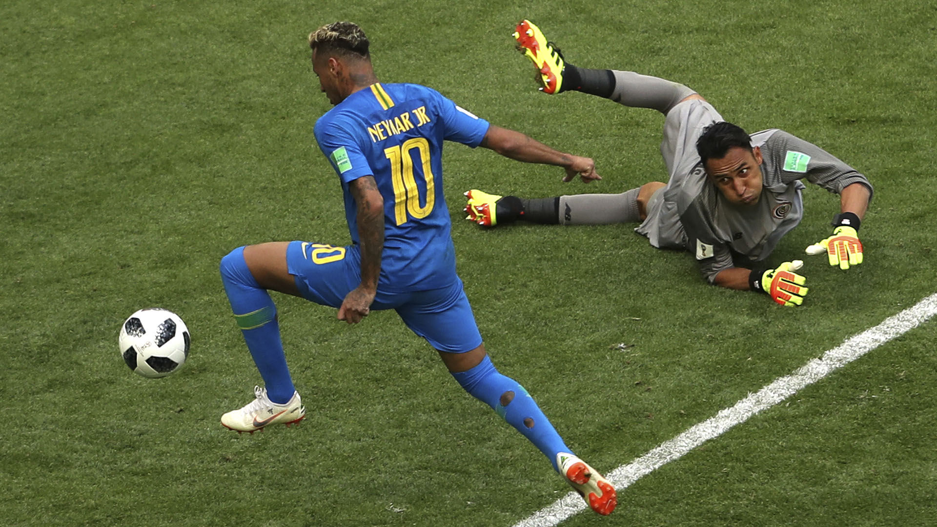 Neymar supera a Keylor Navas