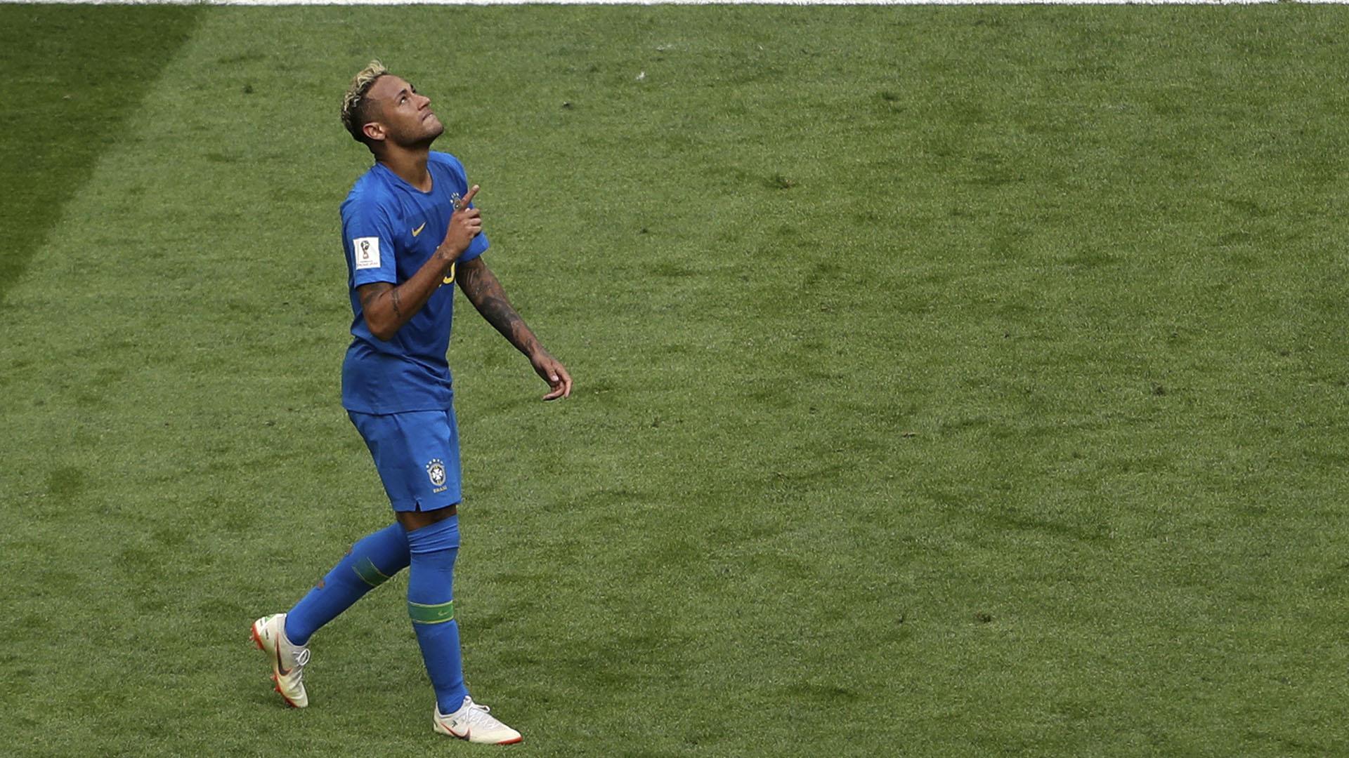 Neymar señala al cielo y agradece por su gol
