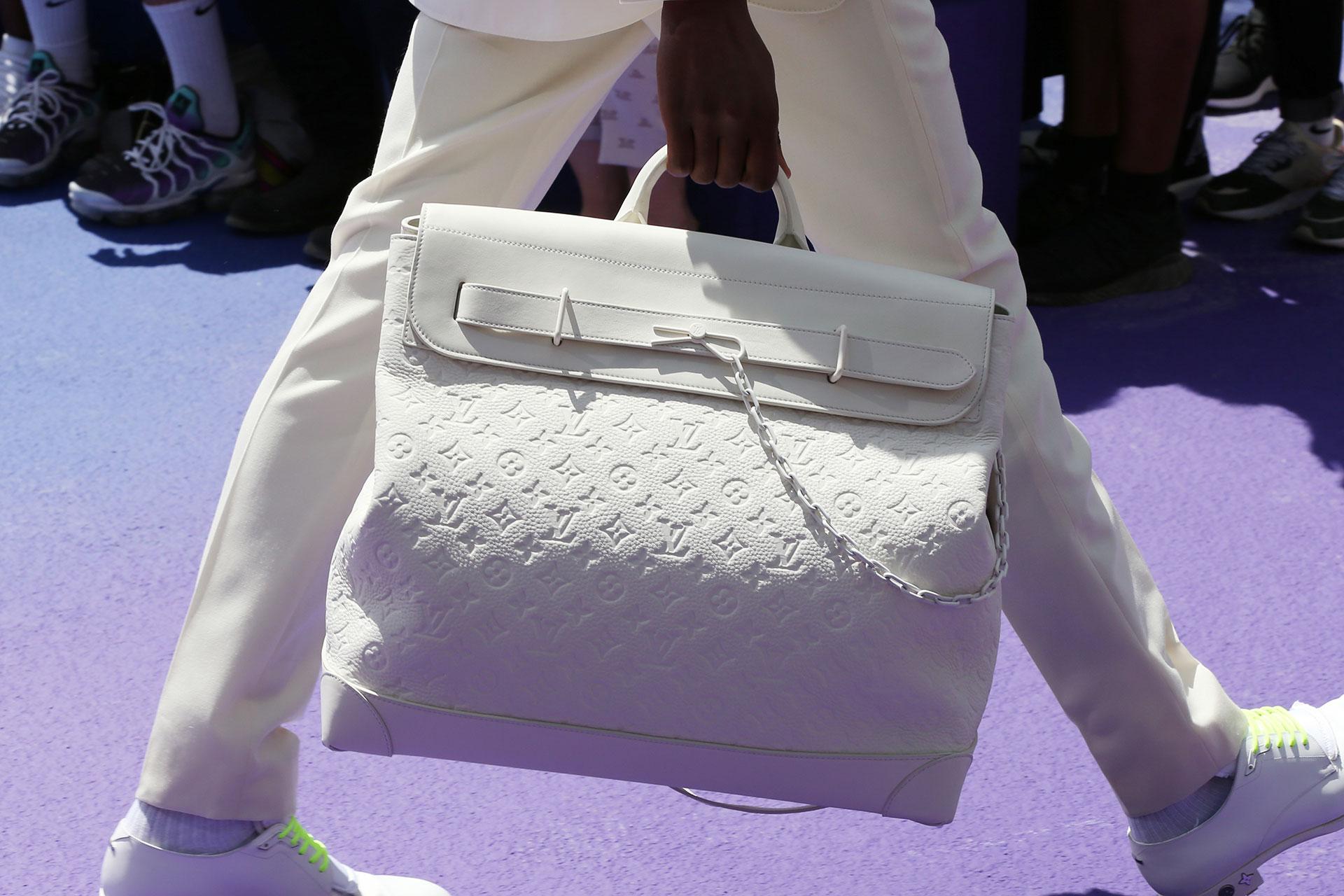 Además de la colección Prêt-à-porter de verano 2019, los accesorios tuvieron un gran protagonismo. Bolsos de viaje, mochilas y carteras de mano para hombre