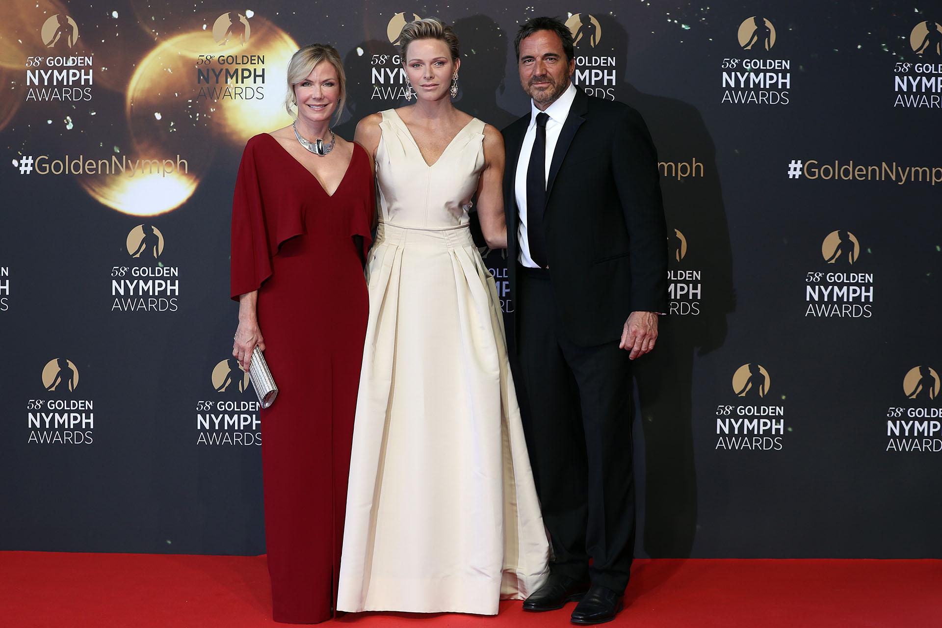 Charlene en la alfombra roja junto a Katherine Kelly Lang y Thorsten Kaye