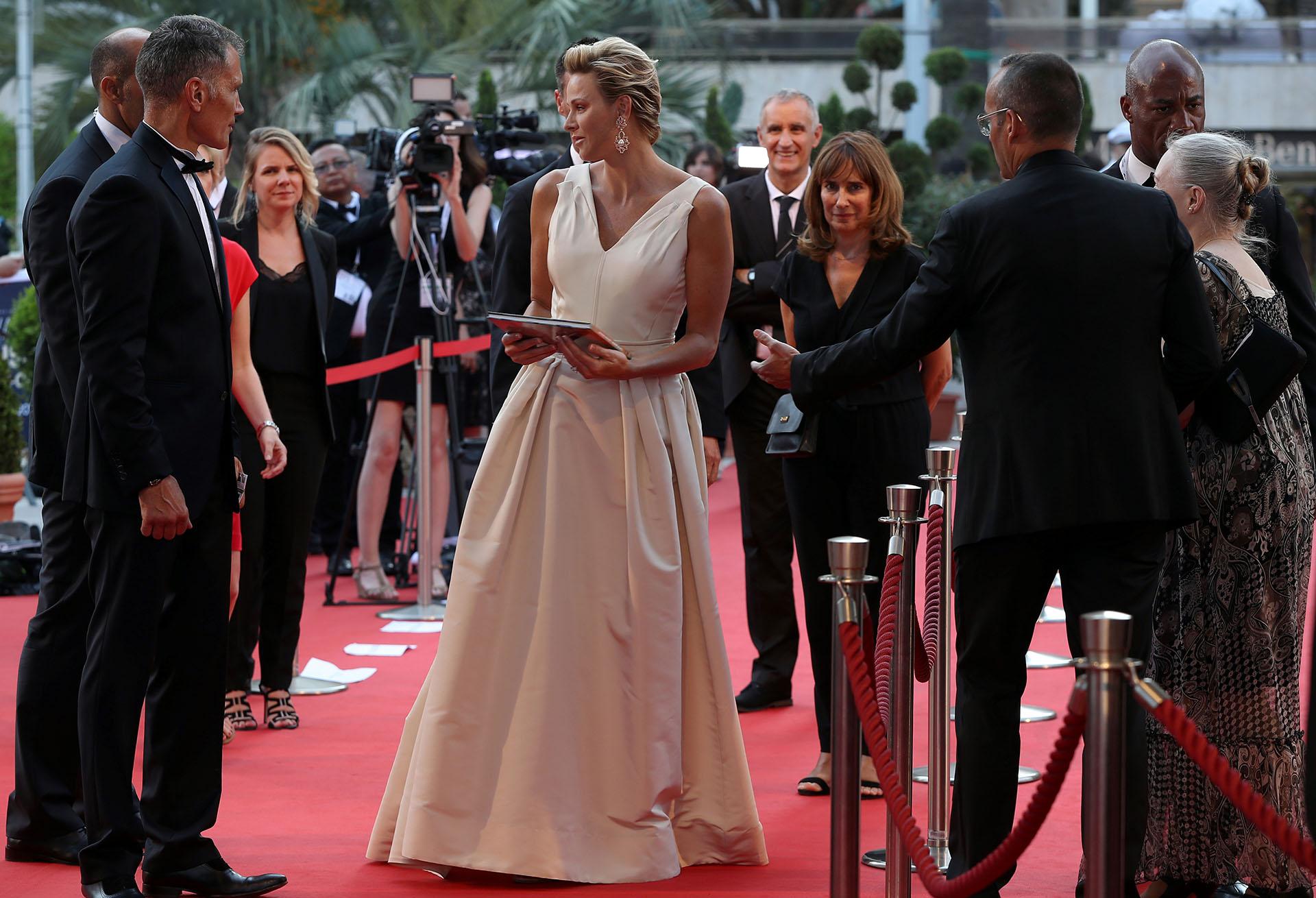 La llegada de la princesa Charlene de Mónaco a la ceremonia de la 58a edición del Festival de Televisión de Monte Carlo