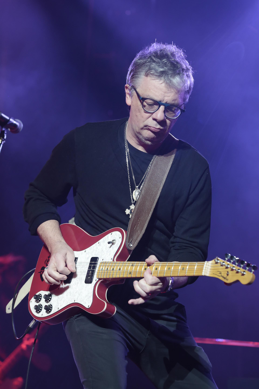 """Juanse, en acción. Porchetto lo convocó para """"Sombras en el cielo"""" (su primer lanzamiento de estudio en ocho años) por considerarlo uno de los mejores guitarristas del planeta"""