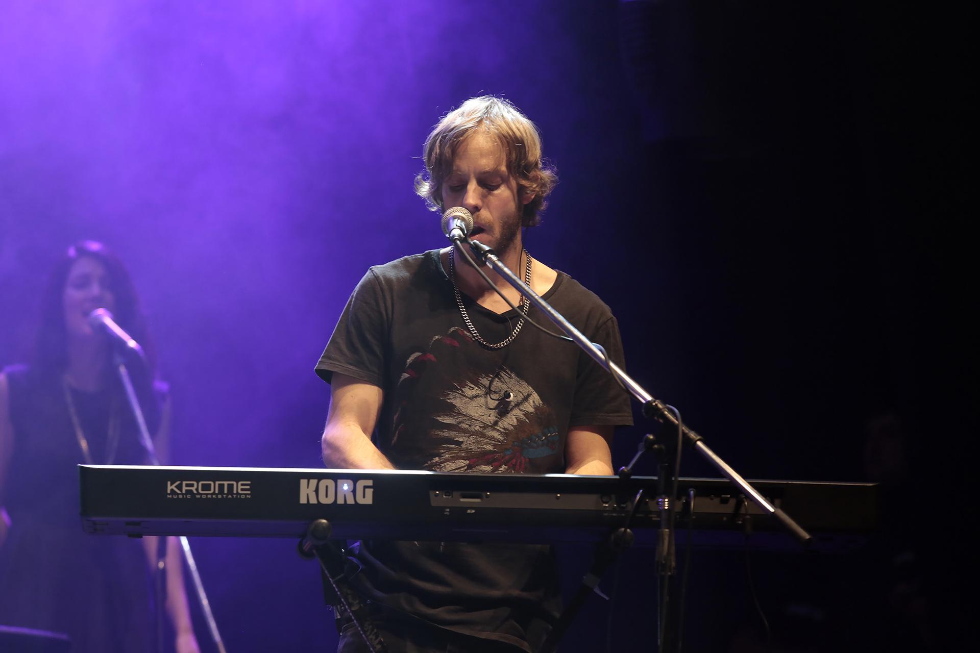 En el teclado: Dani Porchetto, hijo de Raúl