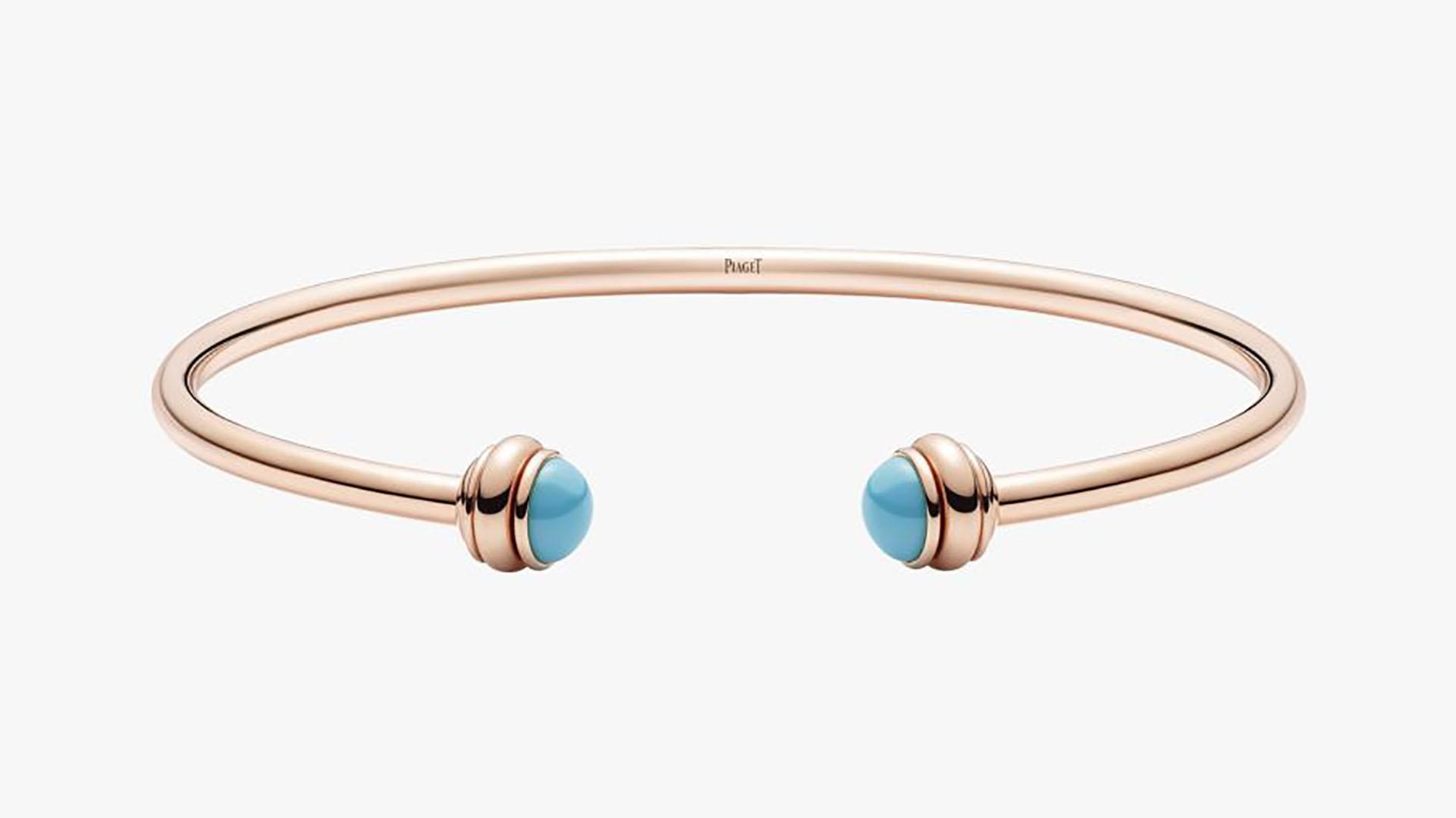 Desde 2.260 dólares, este brazalete está a la venta en diferentes colores. Una pieza también de la colección de Possession realizado en oro rosa de 18 quilates con dos cabujones en color turquesa (Piaget)