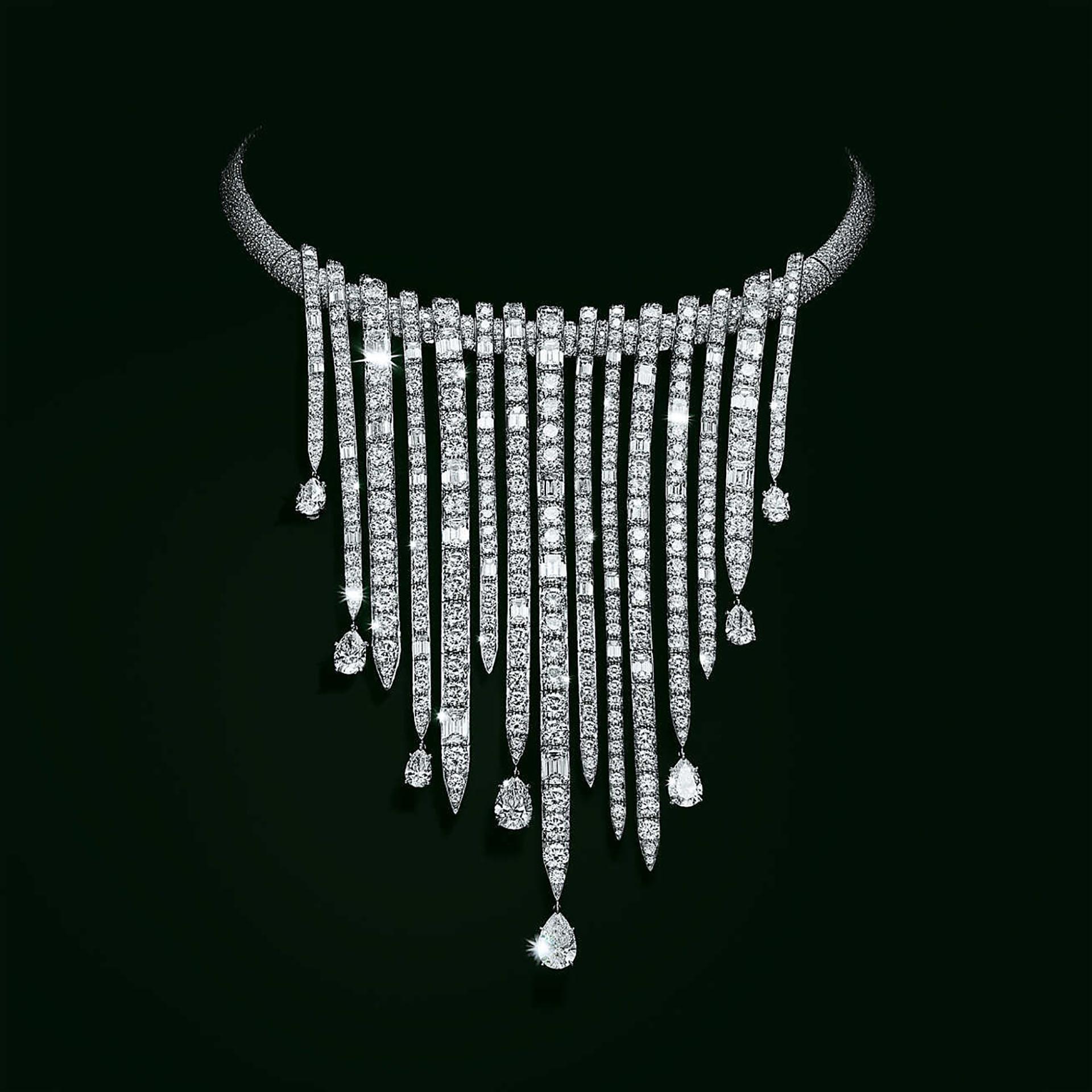 Su precio es tan costoso que prefieren que vayas a la tienda para consultarlo. Más de 3.000 diamantes mixtos creanuna pieza de más de 100 quilates. Es una joya de diamantes brillantes redondos en formas de peras y con corte de esmeraldas en un diseño con platinos (Tiffany & Co.)