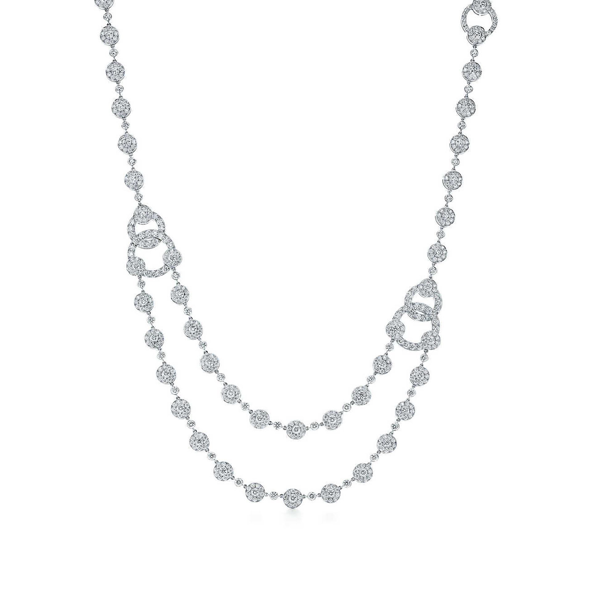 Para poder lucir en el cuello este collar de brillantes de la gigante firma de joyería neoyorkina se necesitan 150.000 dólares. Esta pieza está inspirada en el Art Decó con brillantes diamantes redondos de platino que en total pesan 30 quilates (Tiffany & Co.)
