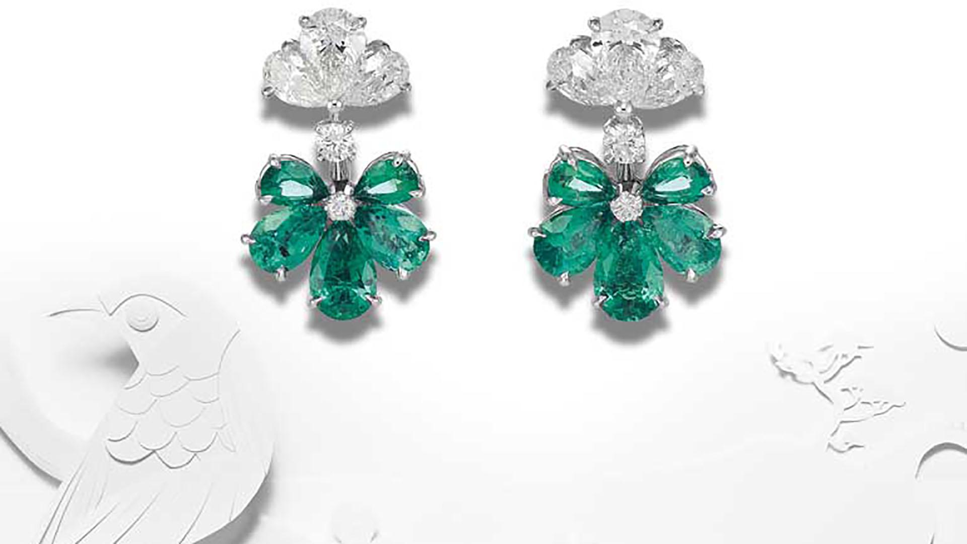 """Pertenecientes a """"Chopard High Jewellery"""" y a la colección de esmeraldas y brillantes, estos pendientes en forma de flor son verdaderos tesoros de la joyería fina y vanguardista que presenta la firma suiza (Chopard)"""