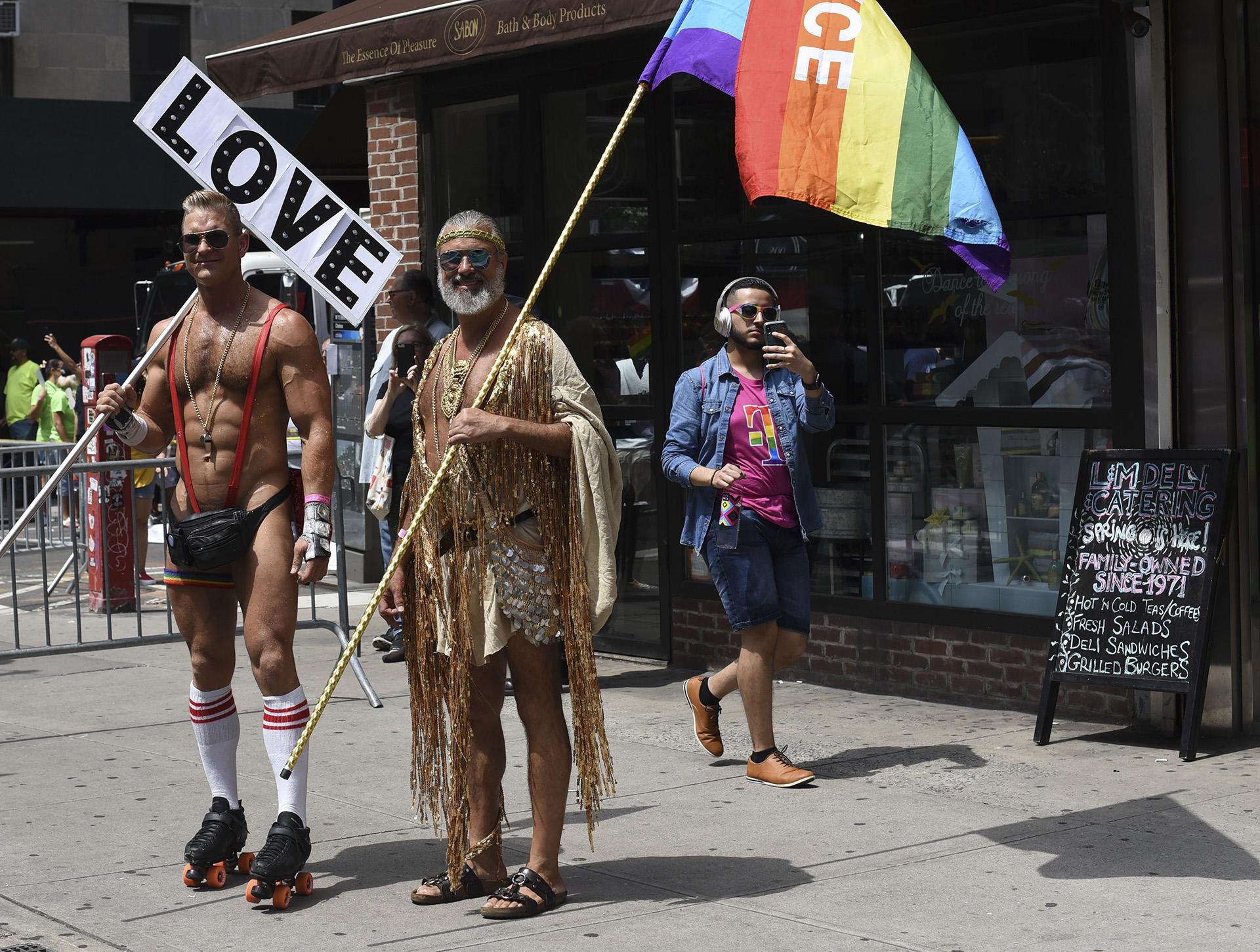 Miles de personas participación de la marcha del orgullo LGTB (AFP)