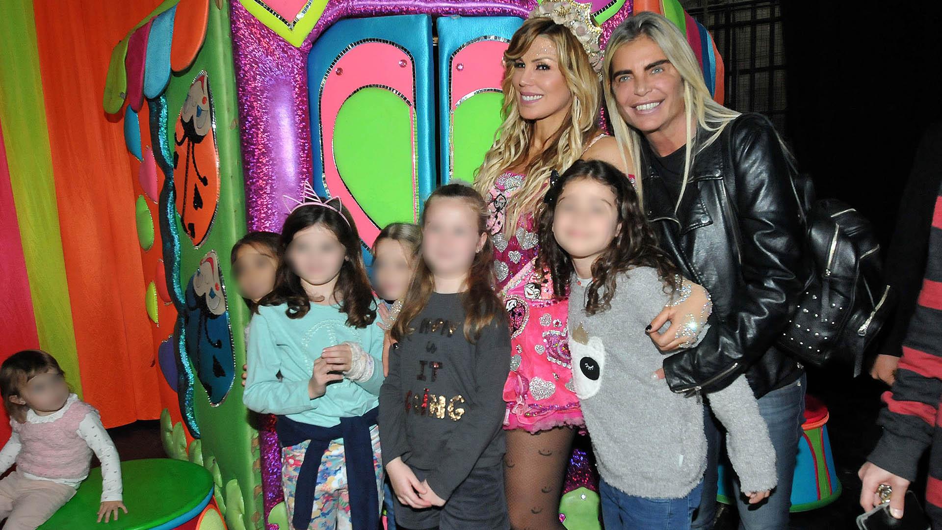Raquel Mancini y sus sobrinas
