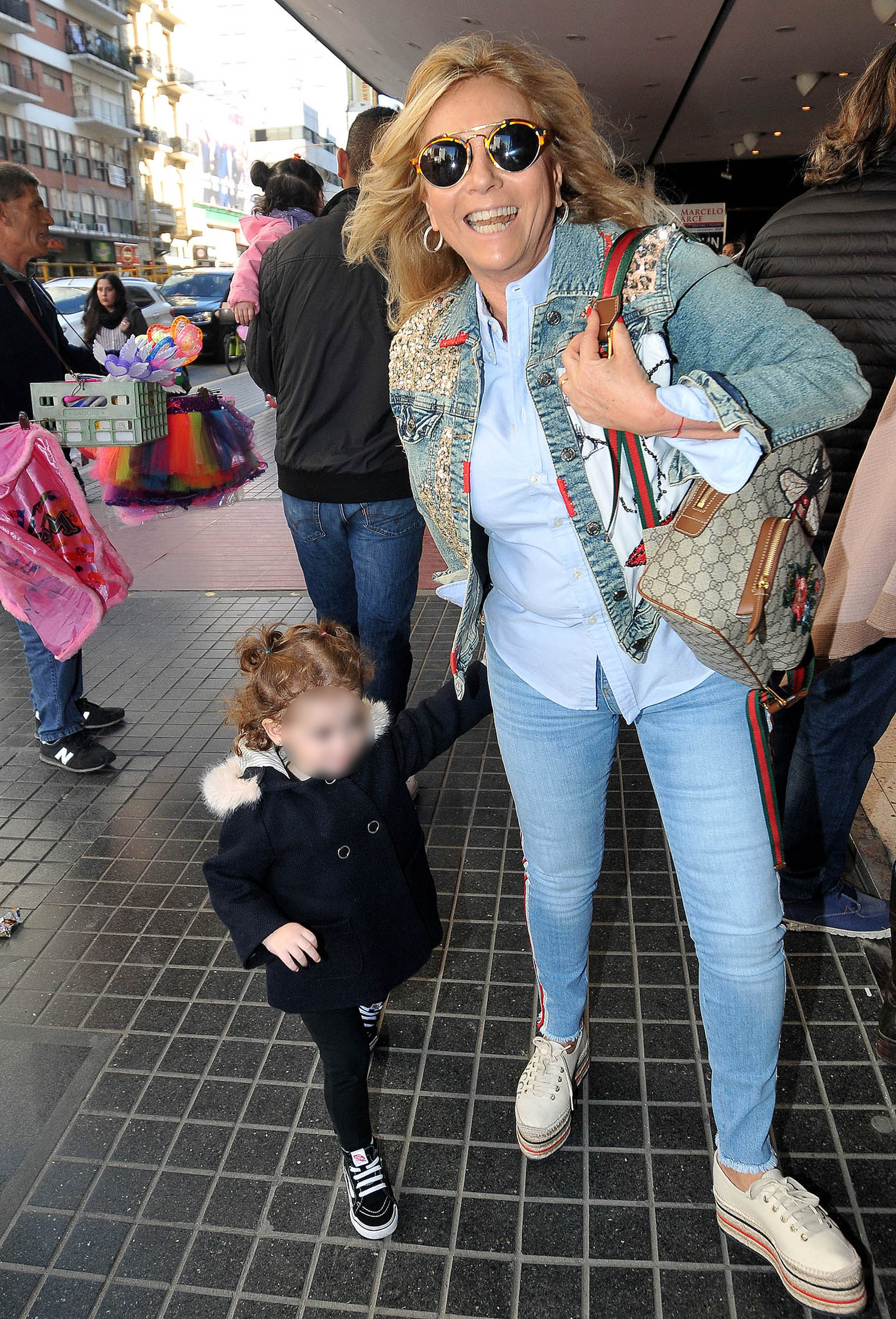 Ana Rosenfeld con su nieta