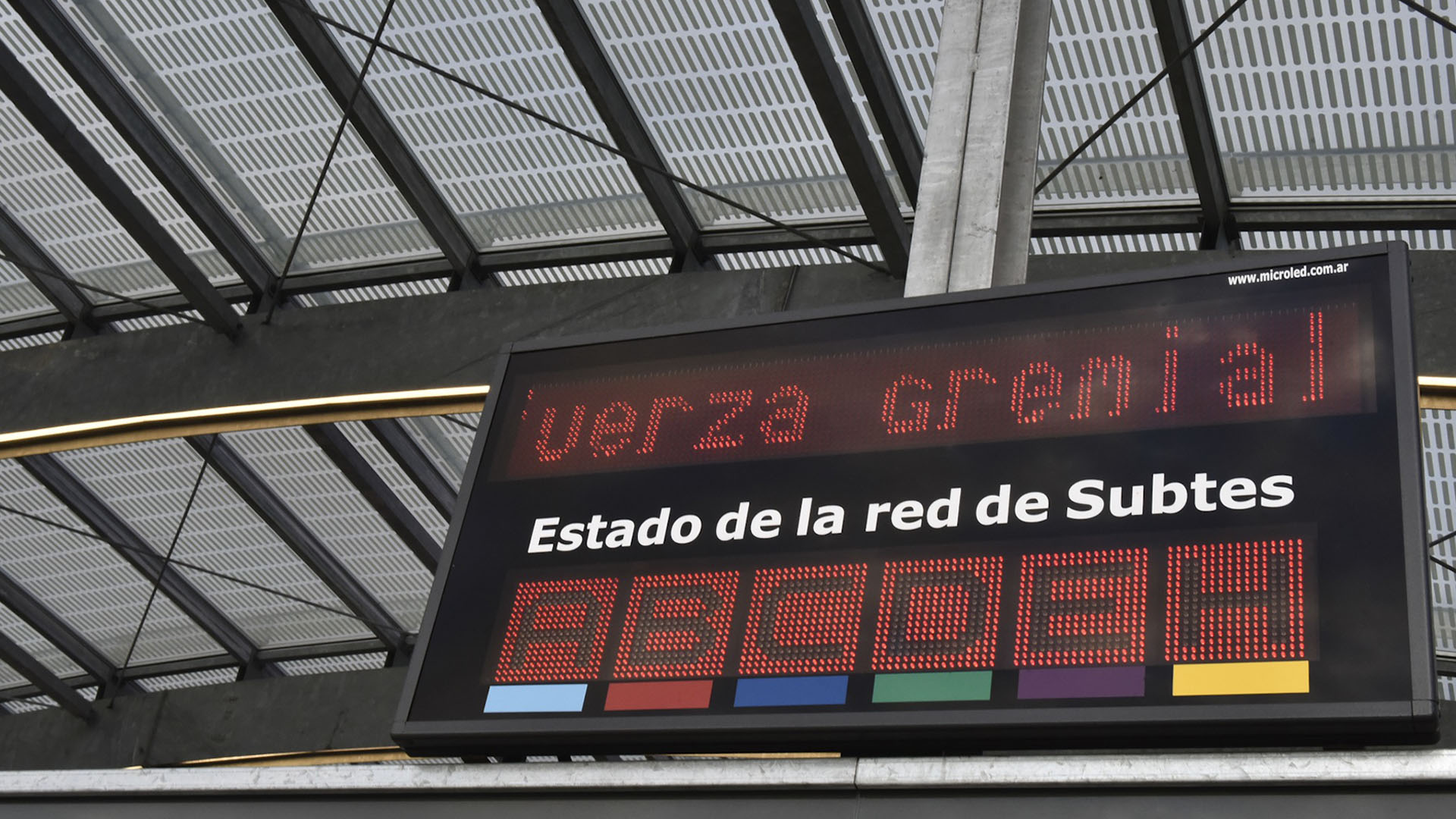 La medida también afectará al servicio de subtes (Adrián Escandar)