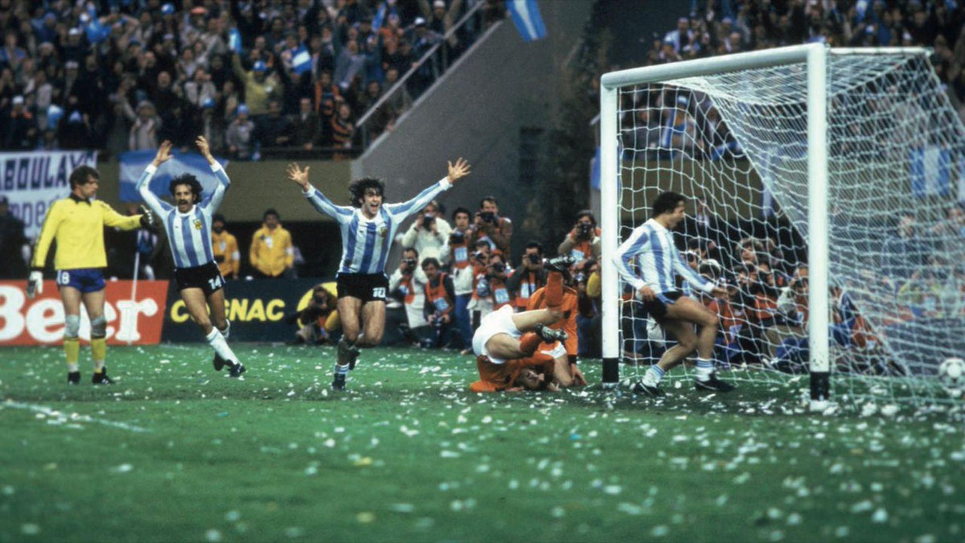 El Matador Kempes celebra suprimer gol en la final frente a Holanda.