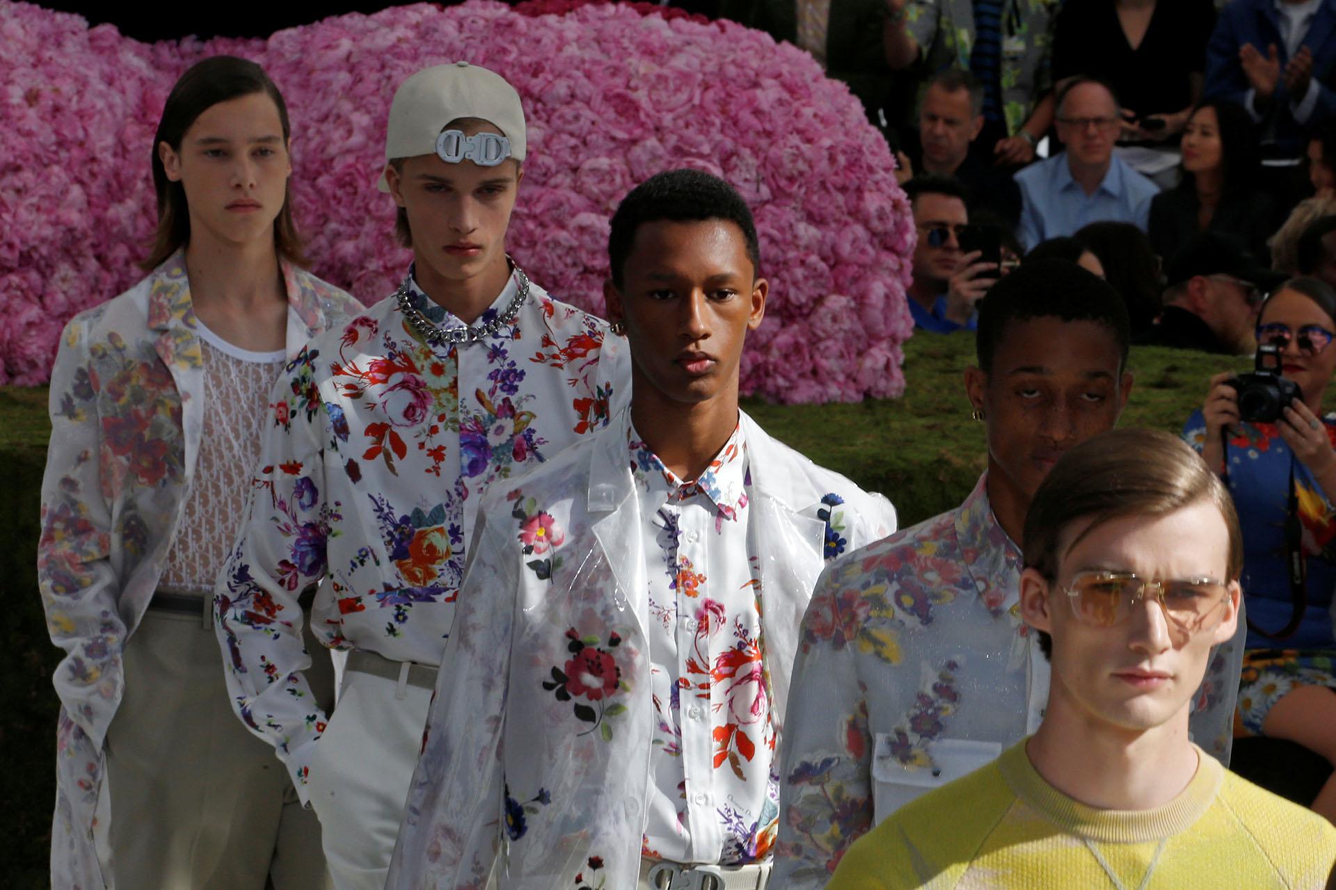 Los modelos deslumbraron sobre la fabulosa pasarela parisina de la icónica marca