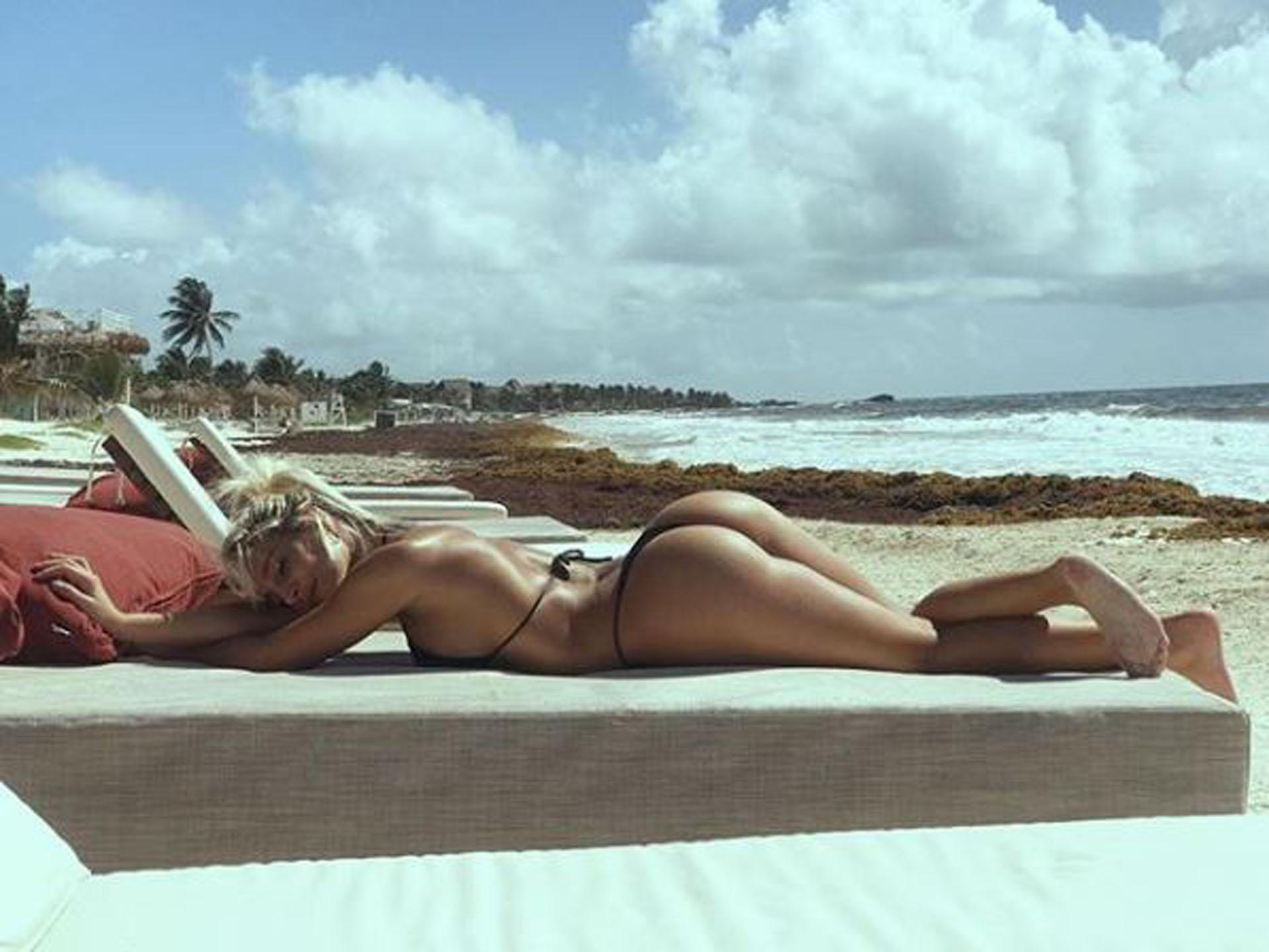 La modelo desplegó toda su belleza en bikini