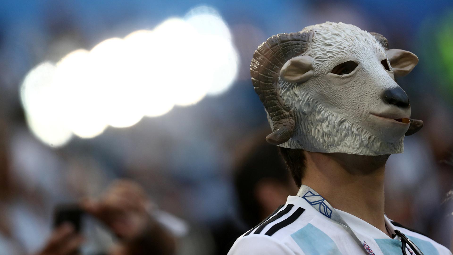 El símbolo de la cabra dirigido a Messi, en señal de que es el mejor de todos los tiempos por sus siglas en inglés