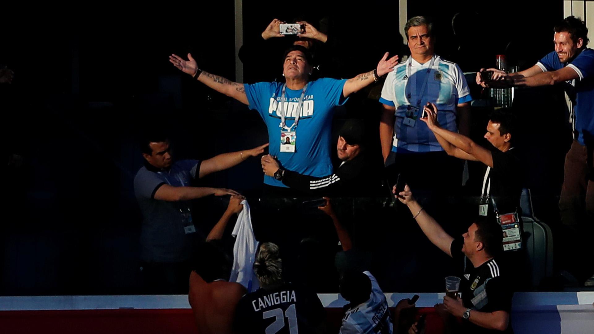 En el momento más complicado del partido, Maradona invocó a sus padres