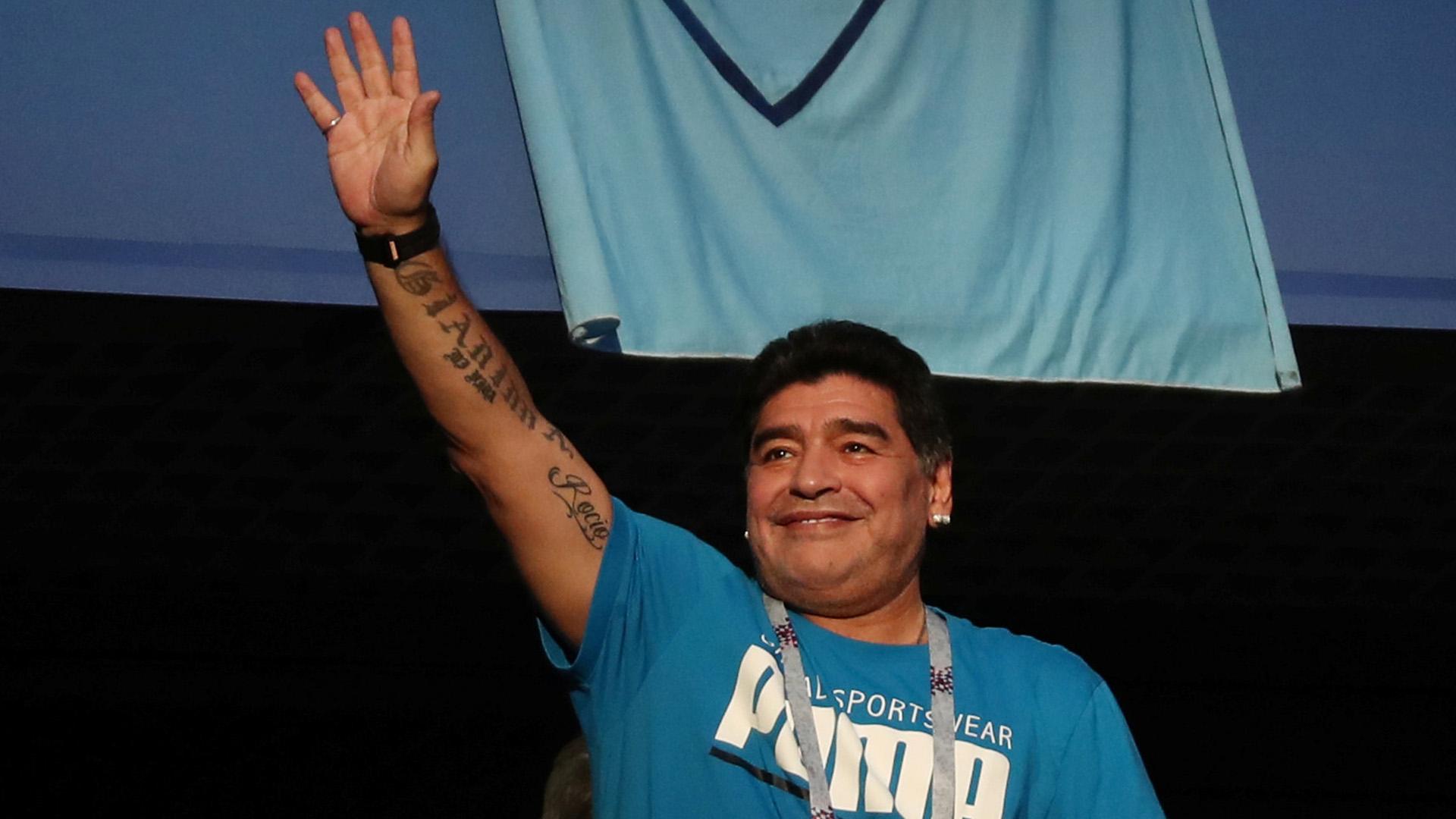 Mano arriba para agradecer la ovación de los miles de argentinos presentes en San Petersburgo