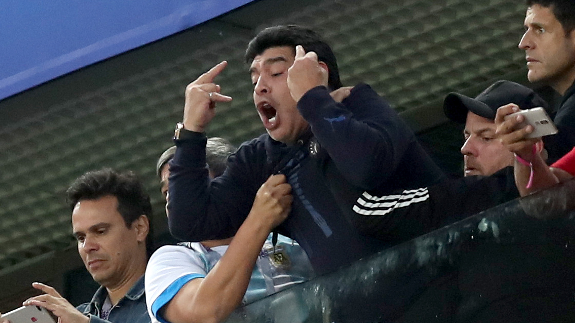 Desaforado grito de gol tras la anotación de Marcos Rojo