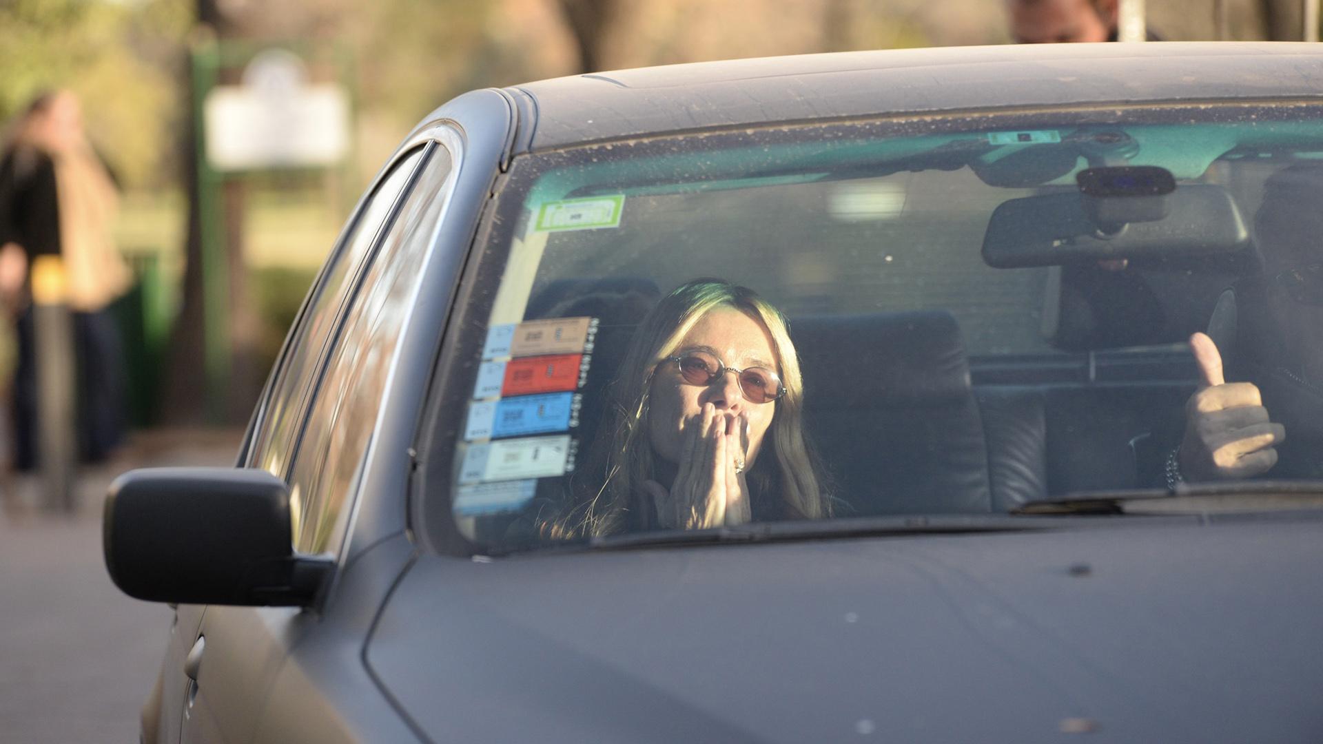 María Emilia Fernández Rousse a la salida del entierro