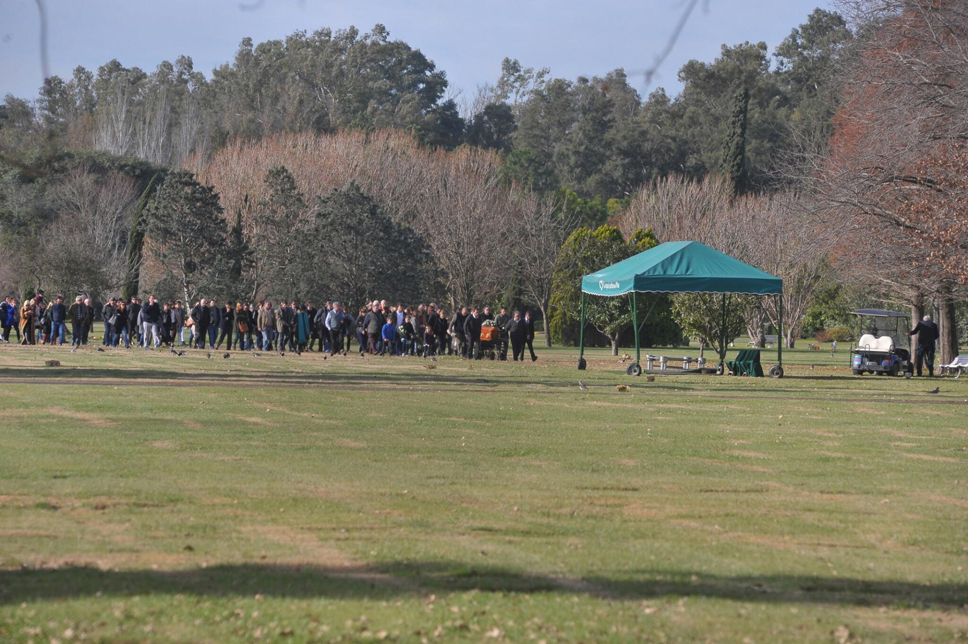 Unas 250 personas se acercaron a despedir ala hija mayor de María Eugenia Fernández de Rousse y el polista Horacio Laprida