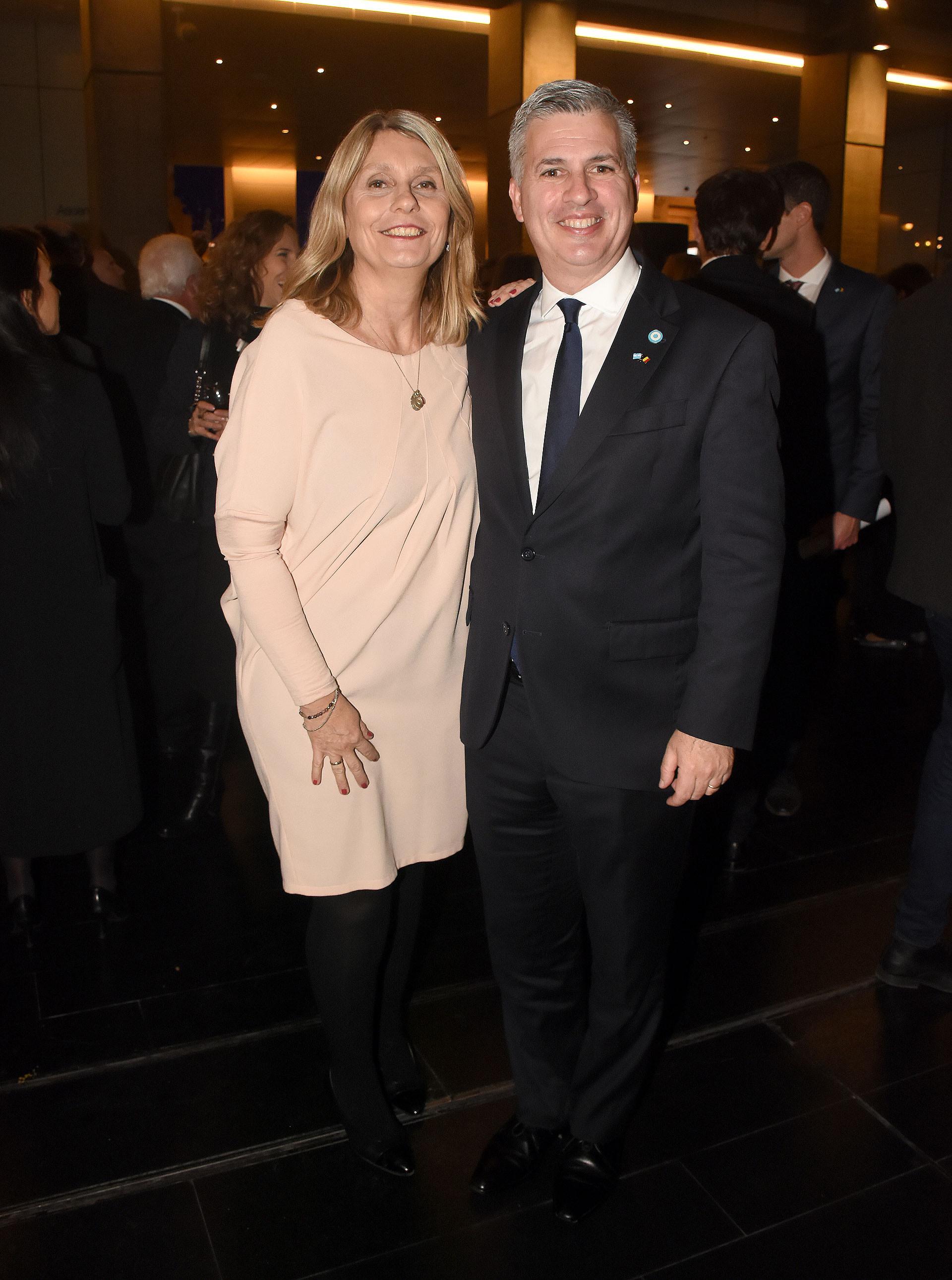 La diputada Cornelia Schmidt Liermann y el representante argentino ante la OCDE, Marcelo Scaglione