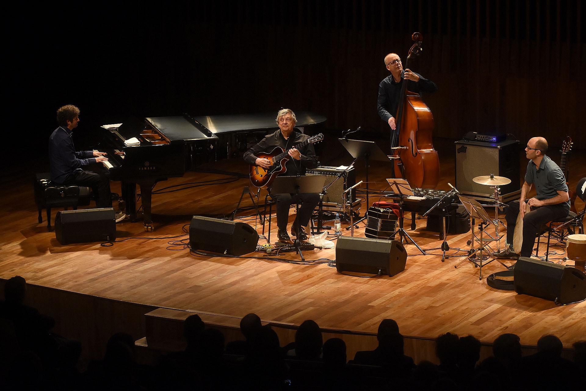 El concierto de jazz con el cuarteto del famoso guitarrista belga, Philip Catherine, en el CCK: una propuesta cultural del Palacio de Bellas Artes de Bruselas (BOZAR)