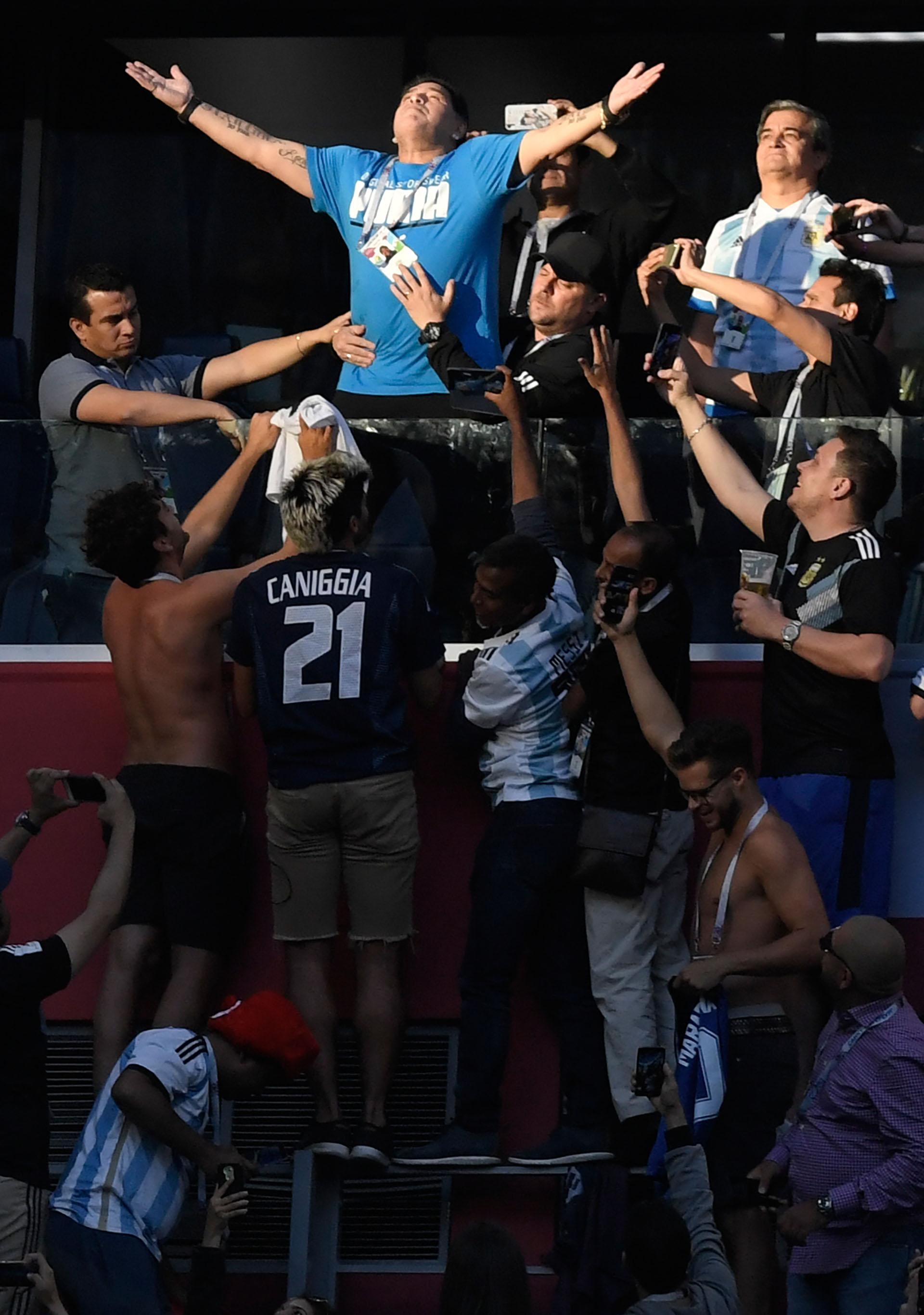 Ningún fanático se quiso perder la oportunidad de acercarse a Maradona